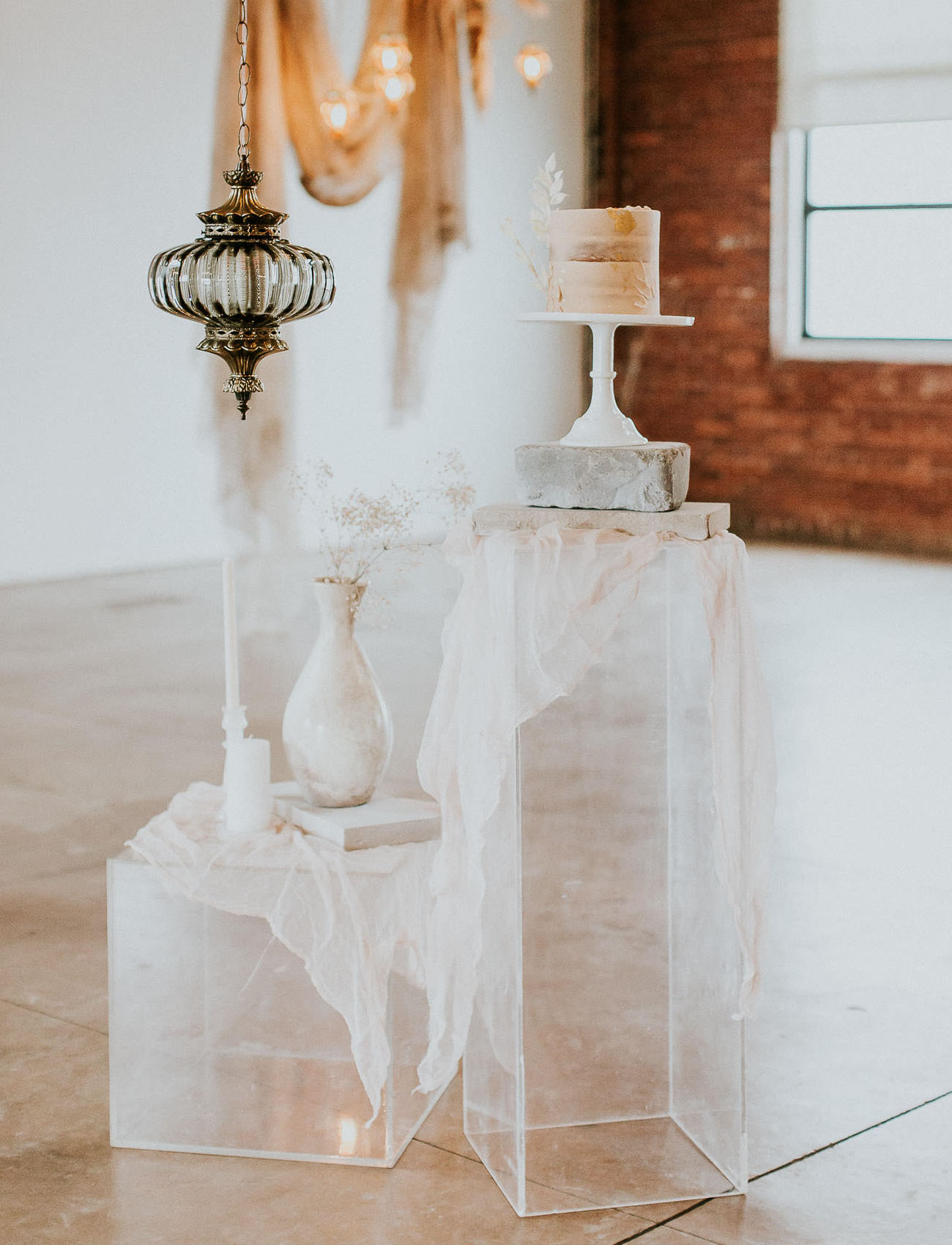 glass pedestal for cake