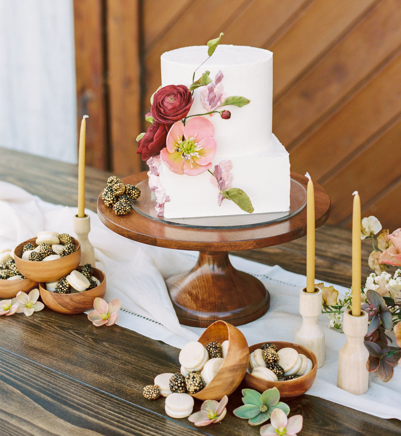 15 Small Wedding Cakes That Are Perfect For A Micro Wedding