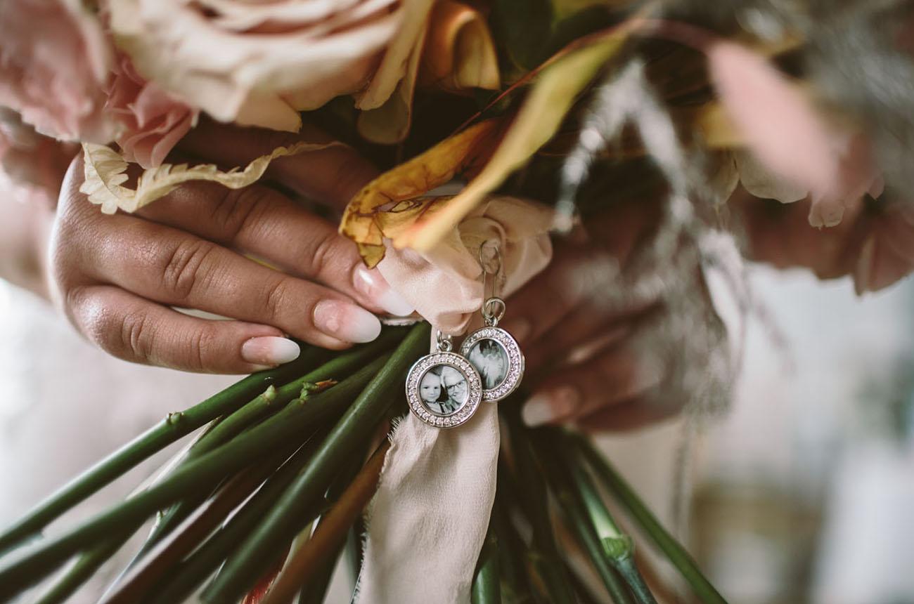 bouquet photo locket