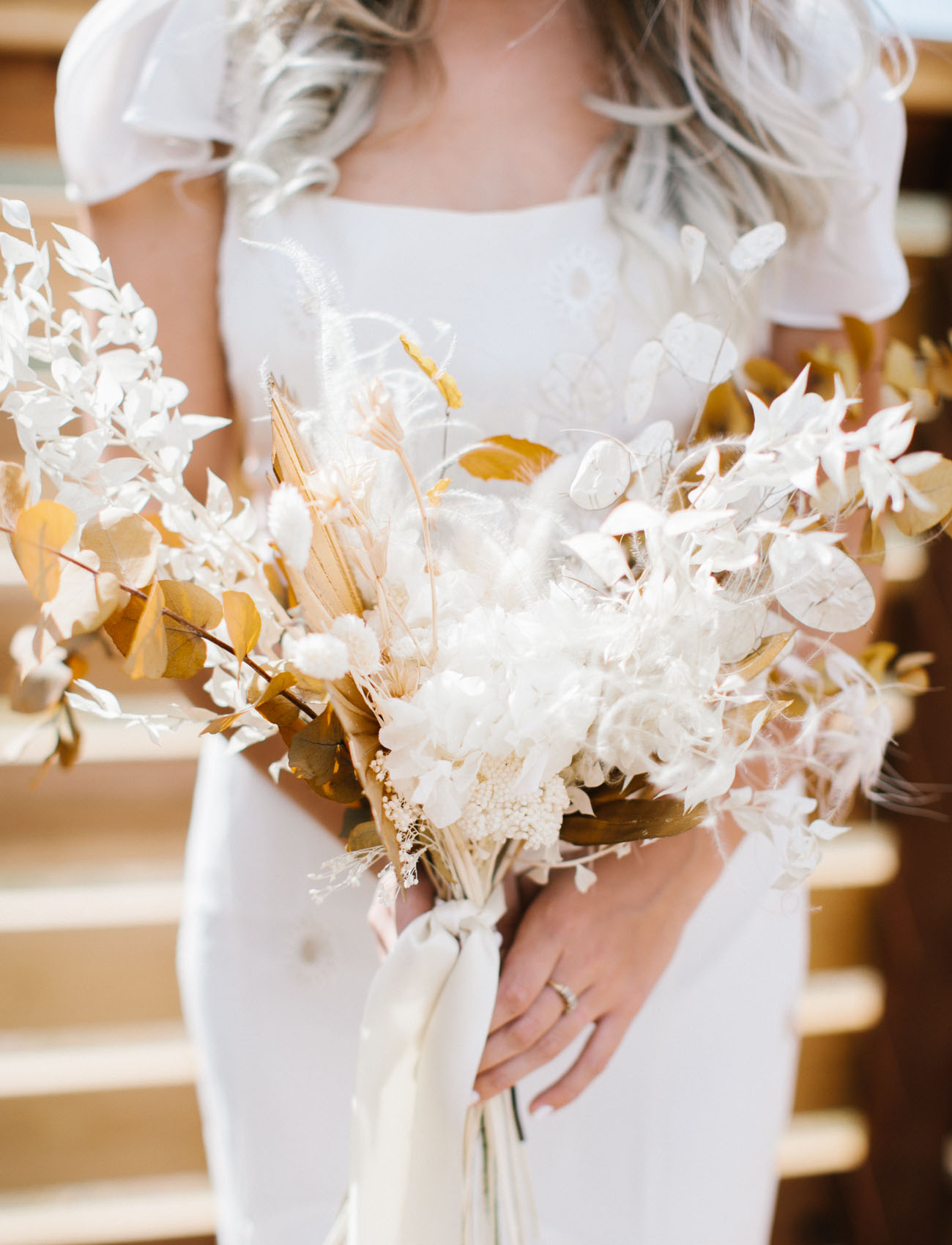 white dried bouquet