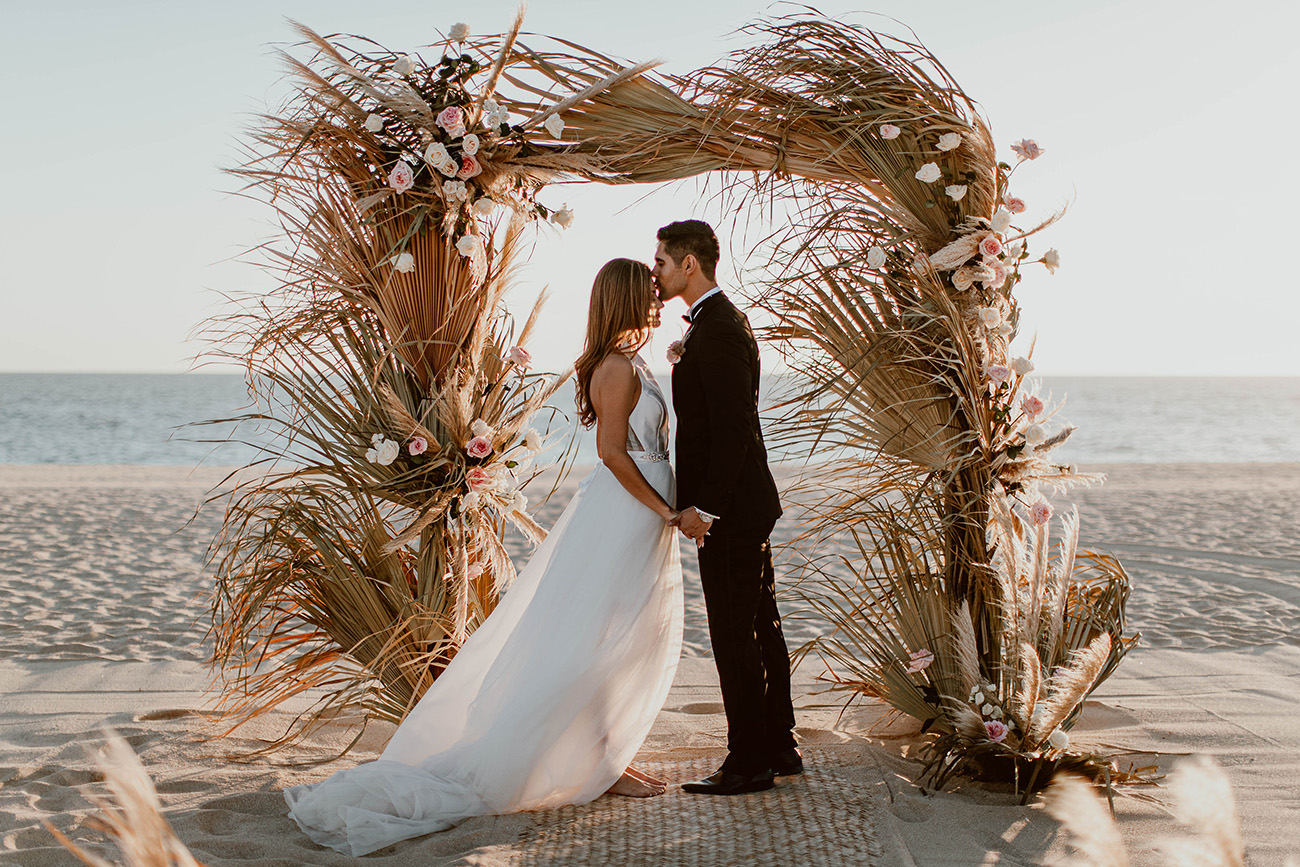 Trend Alert! Creative Ways to Use Dried Palms in Weddings