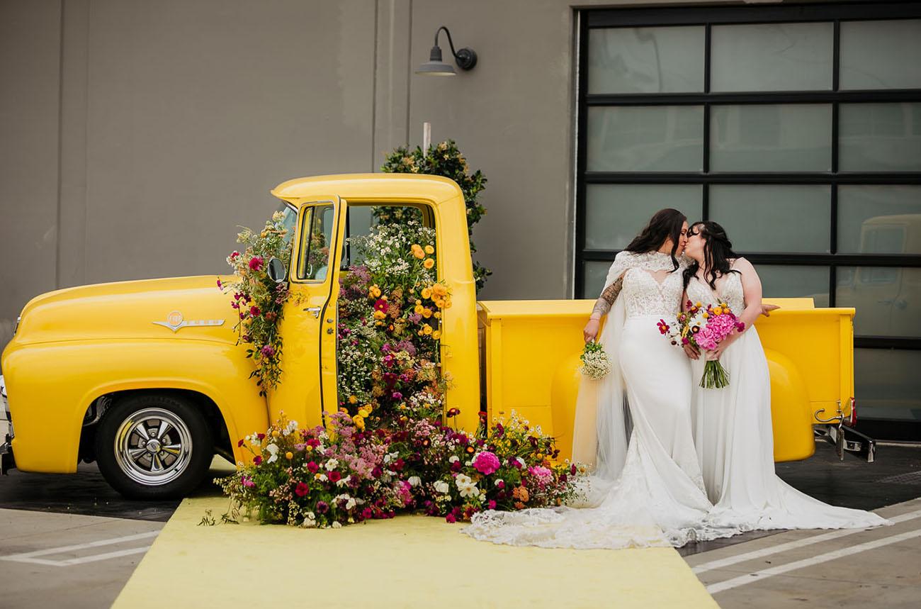 Bunte Fahrt durch Hochzeit