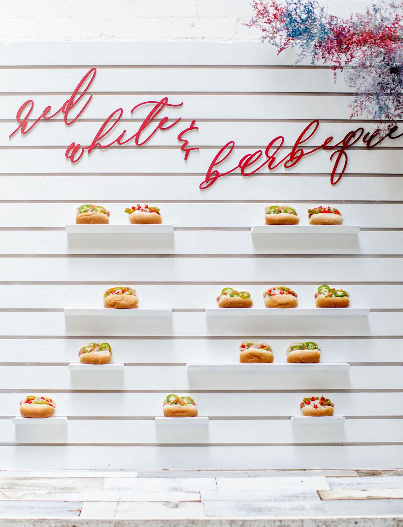hot dog escort card display