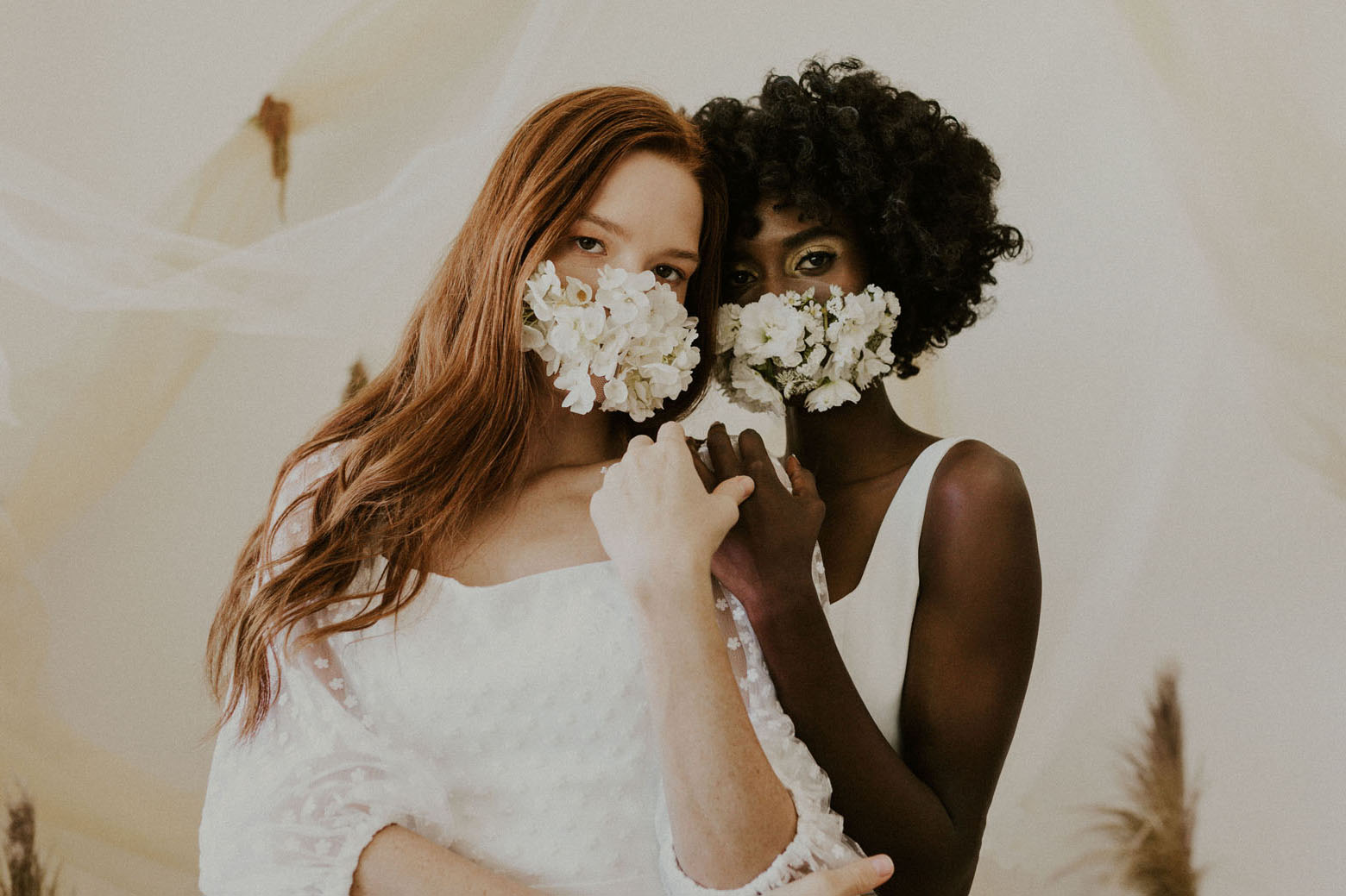 "2020 brides ""width ="" 1560 ""height ="" 1039 ""data-pin-description ="" Un hommage aux mariées 2020 ""data-pin-title ="" COVID Brides in Fresh Floral Face Masks ""srcset ="" https: // greenweddingshoes. com / wp-content / uploads / 2020/09 / covidbridal-08.jpg 1560w, https://i0.wp.com/greenweddingshoes.com/wp-content/uploads/2020/09/covidbridal-08.jpg?resize = 300,200 300w, https://i0.wp.com/greenweddingshoes.com/wp-content/uploads/2020/09/covidbridal-08.jpg?resize=1024,682 1024w, https://i0.wp.com /greenweddingshoes.com/wp-content/uploads/2020/09/covidbridal-08.jpg?resize=768,512 768w, https://i0.wp.com/greenweddingshoes.com/wp-content/uploads/2020/09/ covidbridal-08.jpg? resize = 650,434 650w, https://i0.wp.com/greenweddingshoes.com/wp-content/uploads/2020/09/covidbridal-08.jpg?resize=976,650 976w, https: // i0.wp.com/greenweddingshoes.com/wp-content/uploads/2020/09/covidbridal-08.jpg?resize=90,60 90w, https://i0.wp.com/greenweddingshoes.com/wp-content /uploads/2020/09/covidbridal-08.jpg?resize=180,120 180w, https://i0.wp.co m / greenweddingshoes.com / wp-content / uploads / 2020/09 / covidbridal-08.jpg? resize = 800533 800w, https://i0.wp.com/greenweddingshoes.com/wp-content/uploads/2020/09 /covidbridal-08.jpg?resize=400,266 400w, https://i0.wp.com/greenweddingshoes.com/wp-content/uploads/2020/09/covidbridal-08.jpg?resize=1536,1023 1536w ""tailles = ""(largeur maximale: 1560px) 100vw, 1560px"" /></p> <p style="