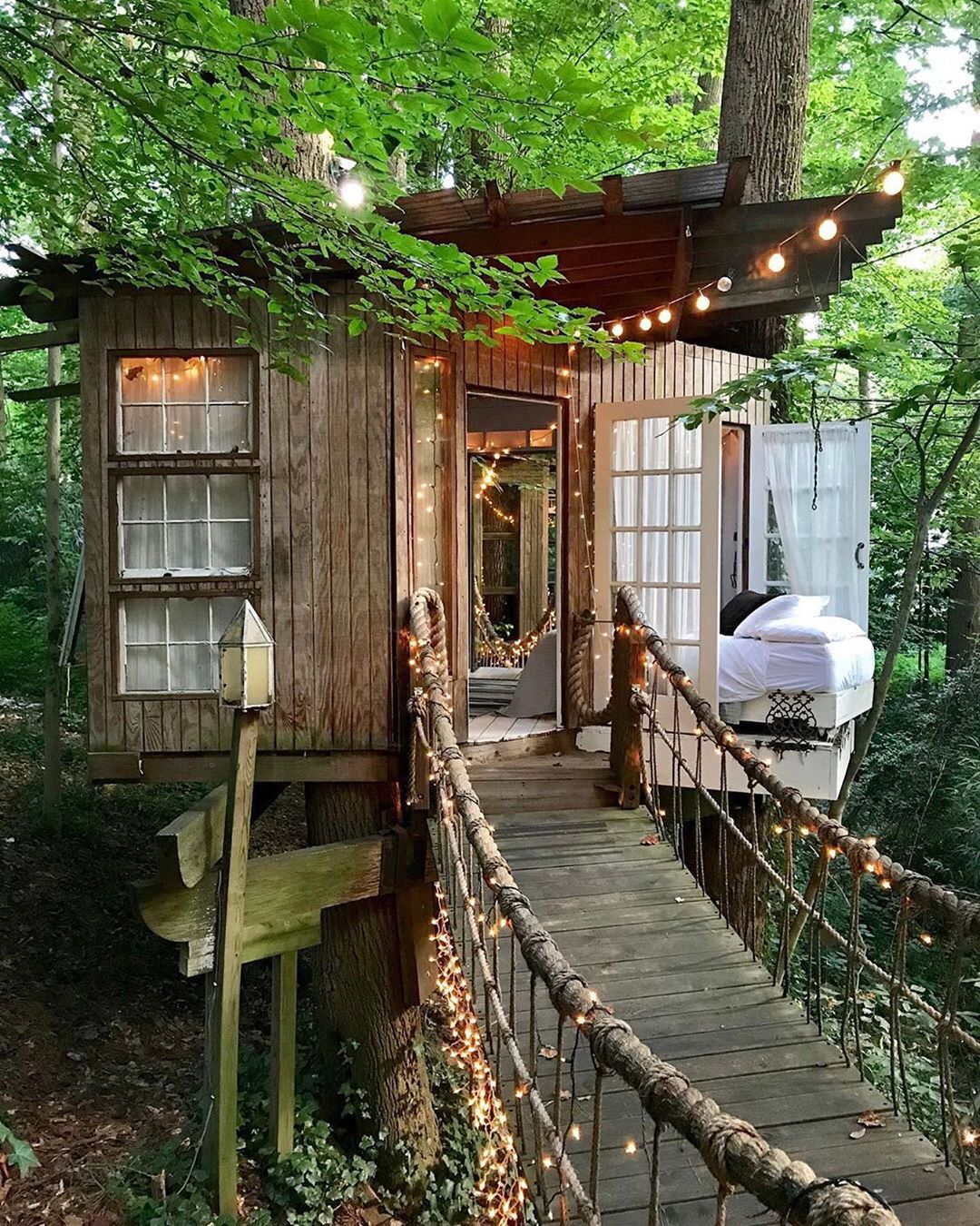 Romantic treehouse Airbnb