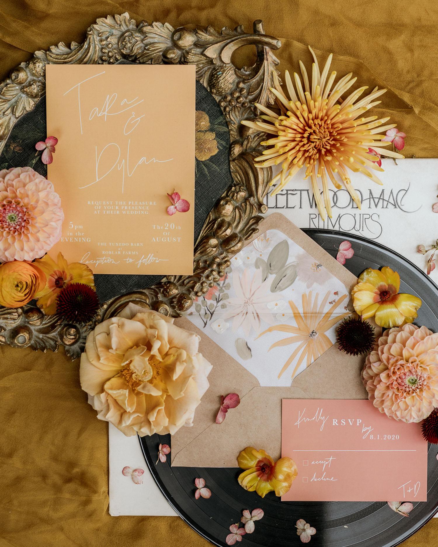 schicke Blumenhochzeitseinladung