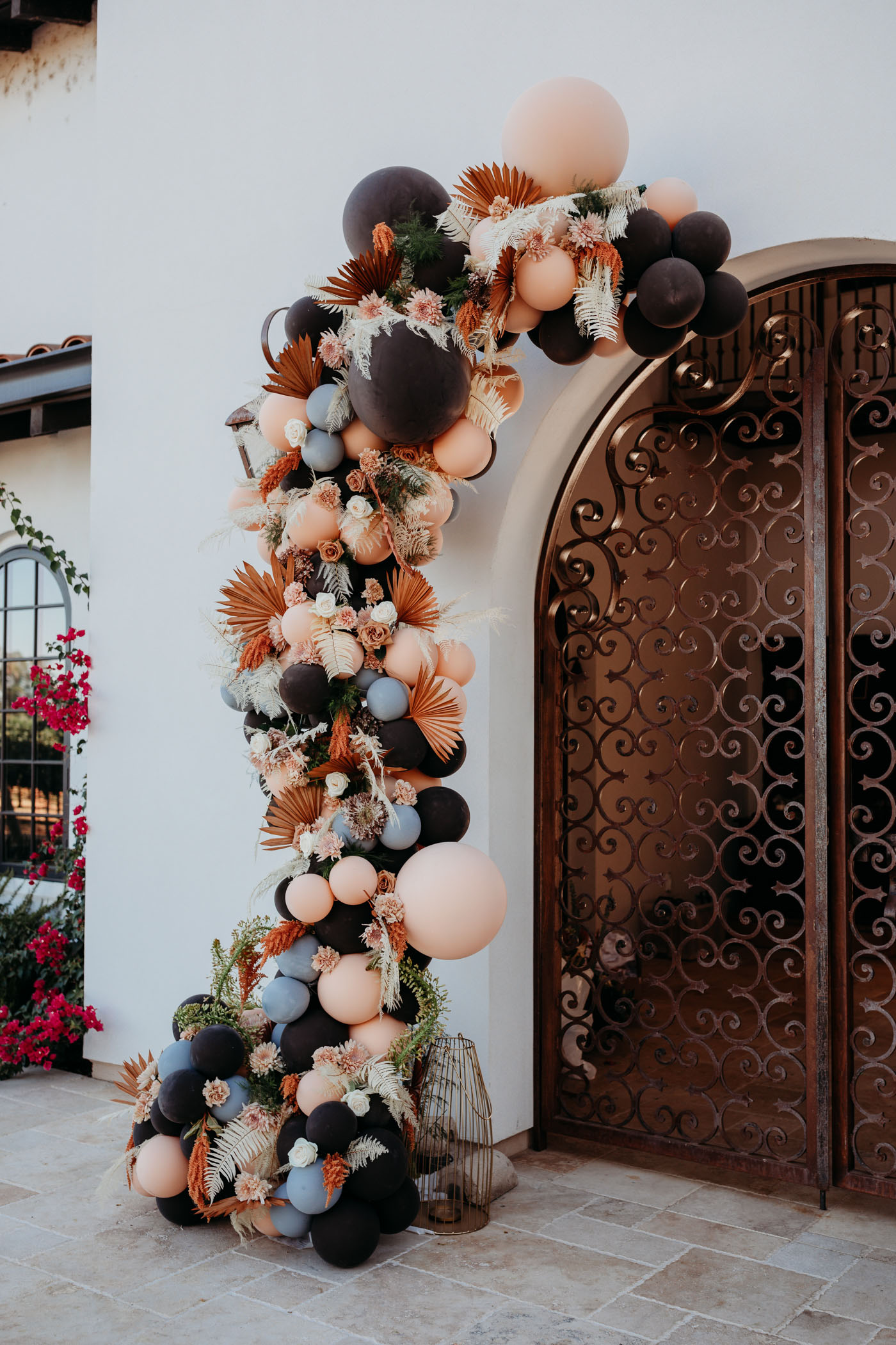 floral balloon arch ceremony decor