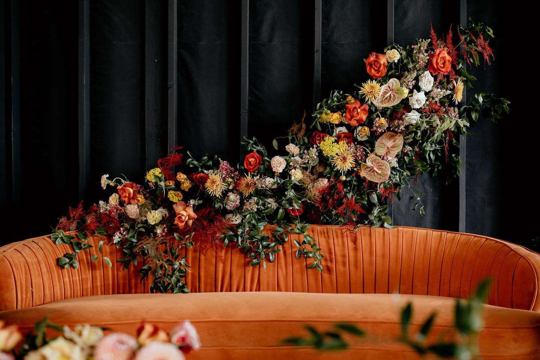 Black Barn 70er Jahre inspirierte Hochzeit