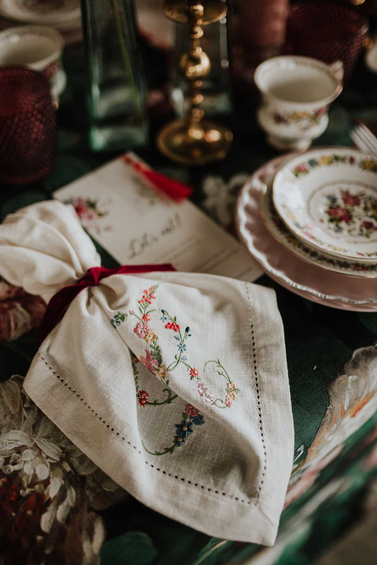 Flowers embroidered napkin