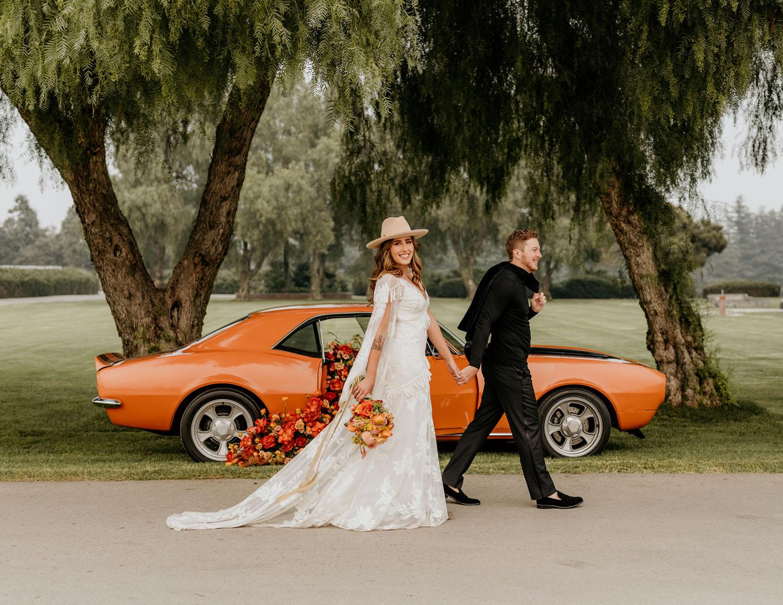 Orange Oldtimer Hochzeit Kurzurlaub