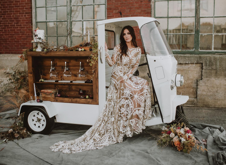 Modern Autumn Bridal Inspo With a mobile bar