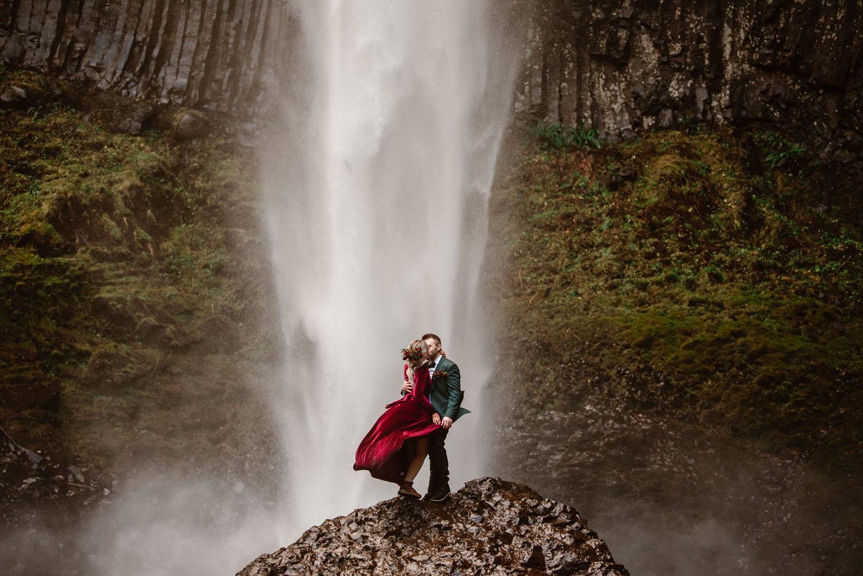 Portland Wasserfall Weihnachten Elopement
