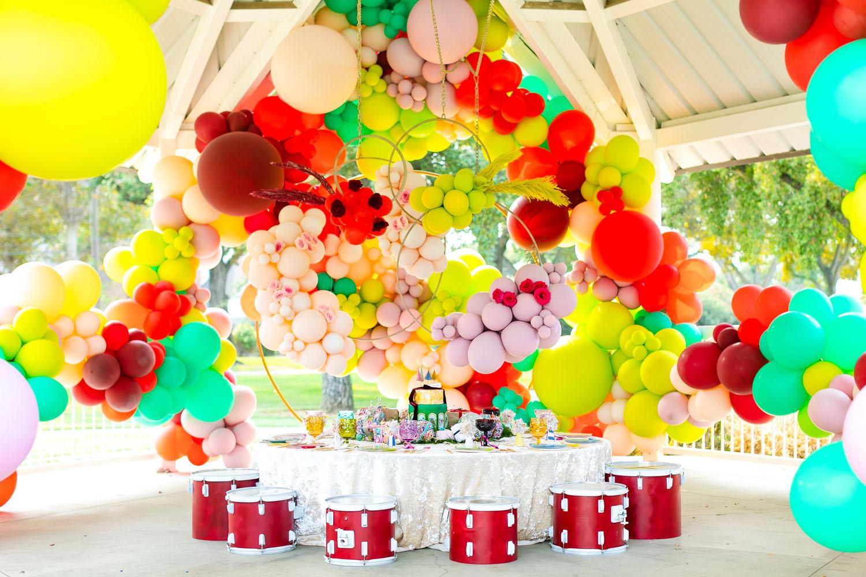 giant balloon arch