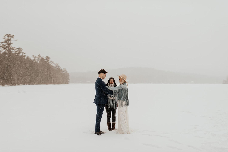 Himmlisch inspirierte Winter-Elopement