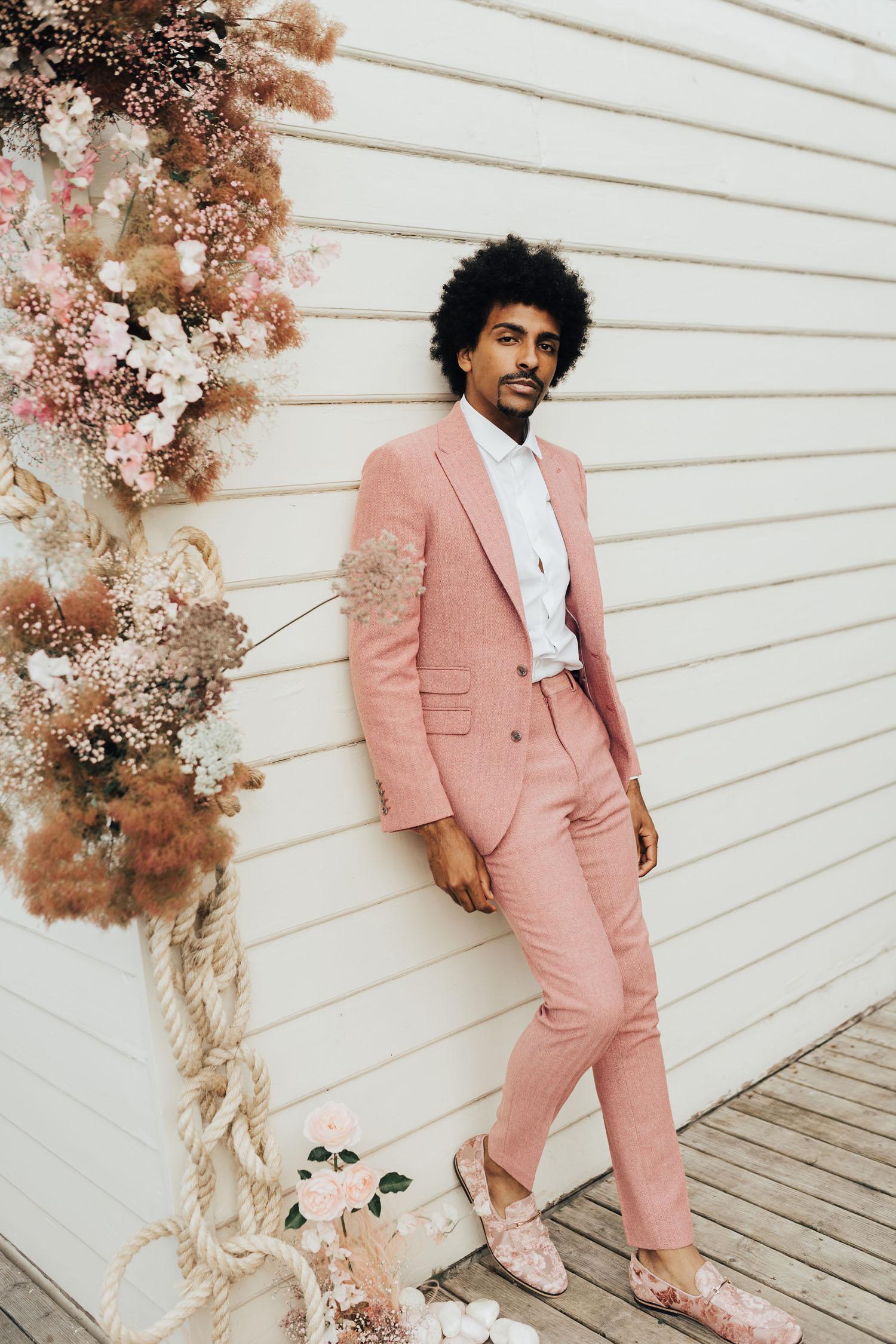 marié costume rose