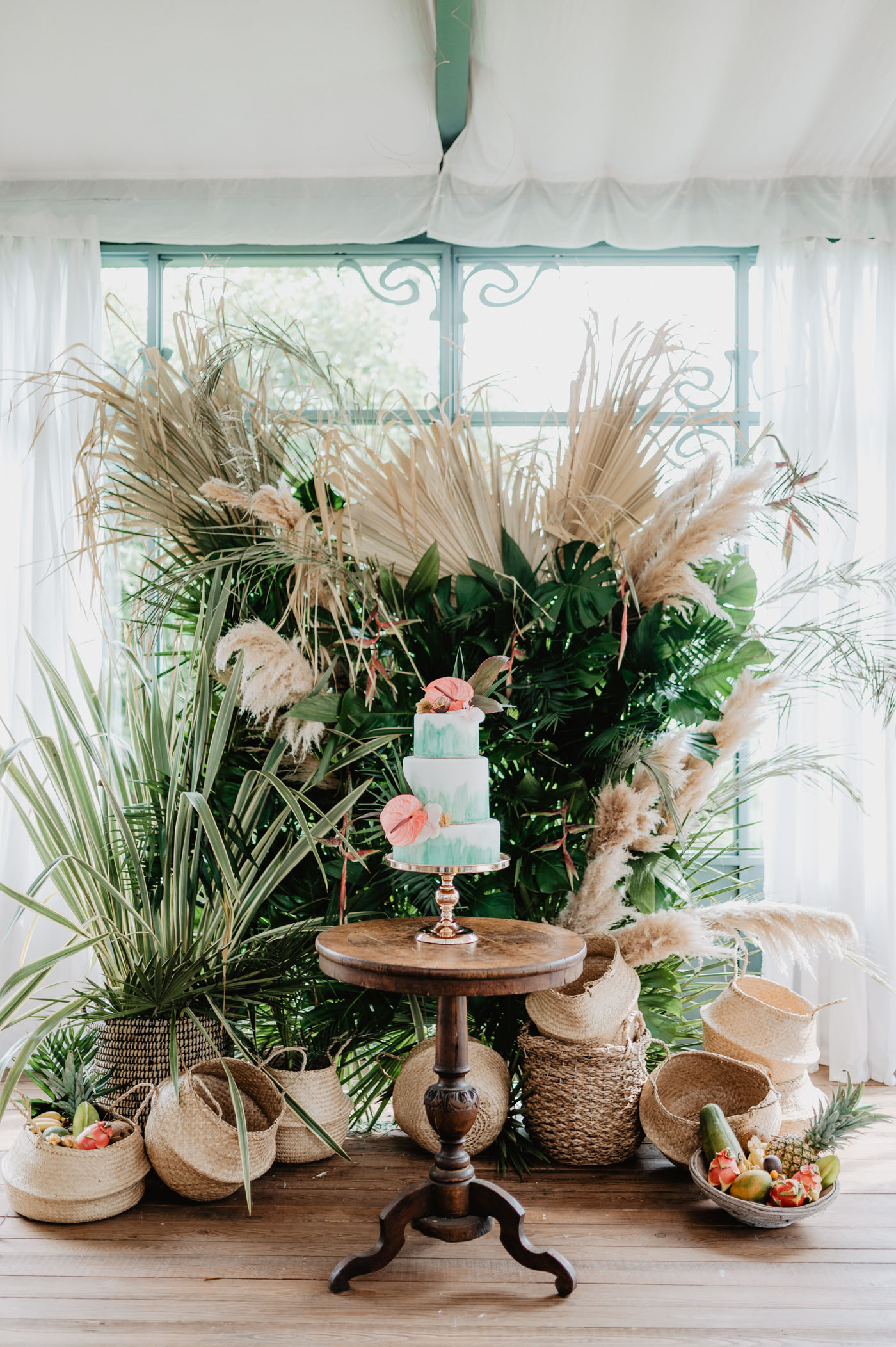 wedding with tropical florals in Italy