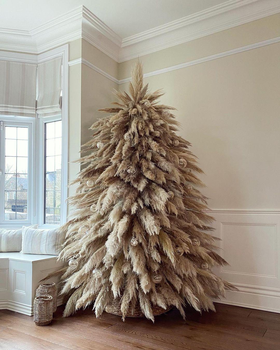 pampas Christmas tree