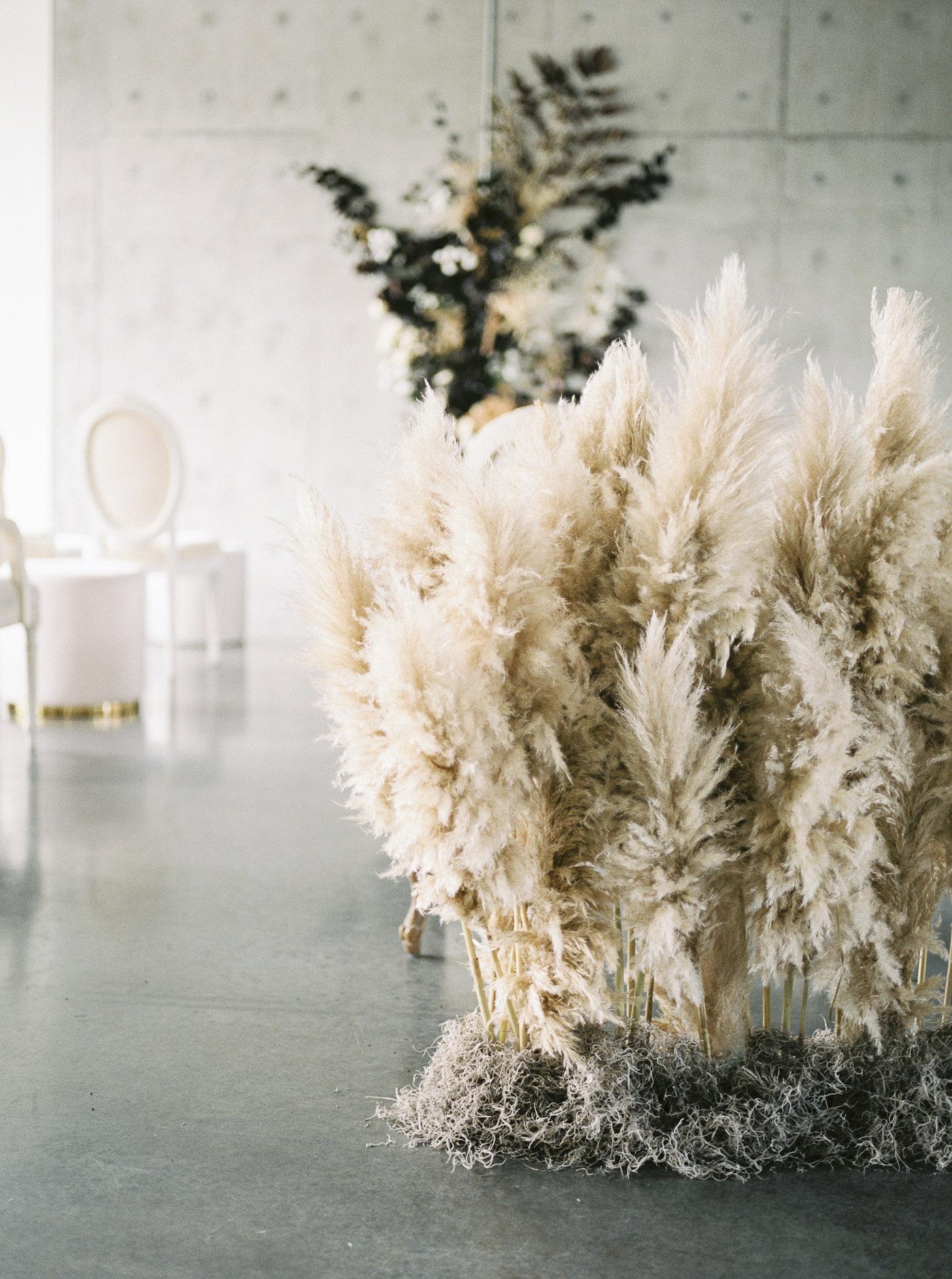 pampas grass aisle decor