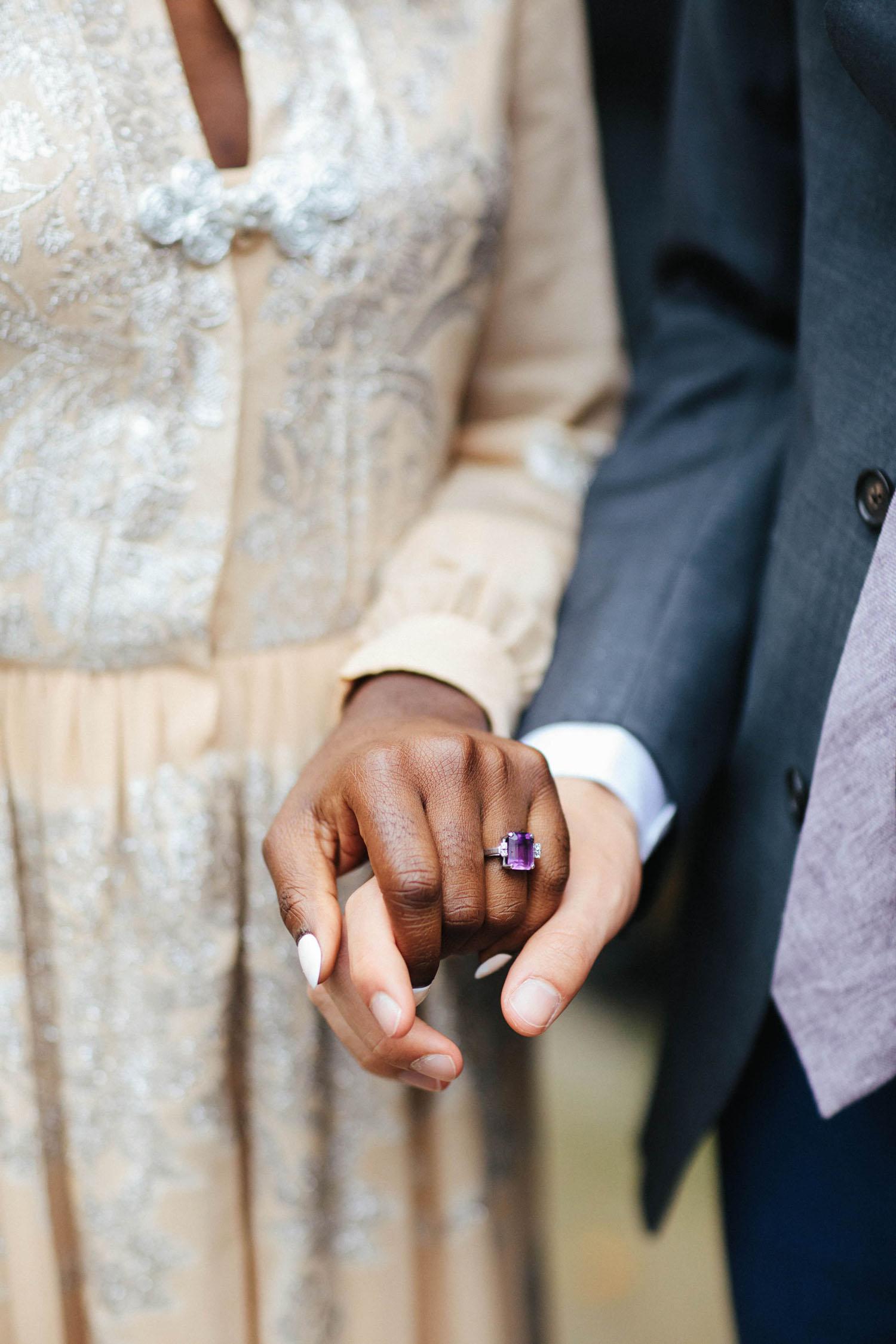 bagues de fiançailles violettes