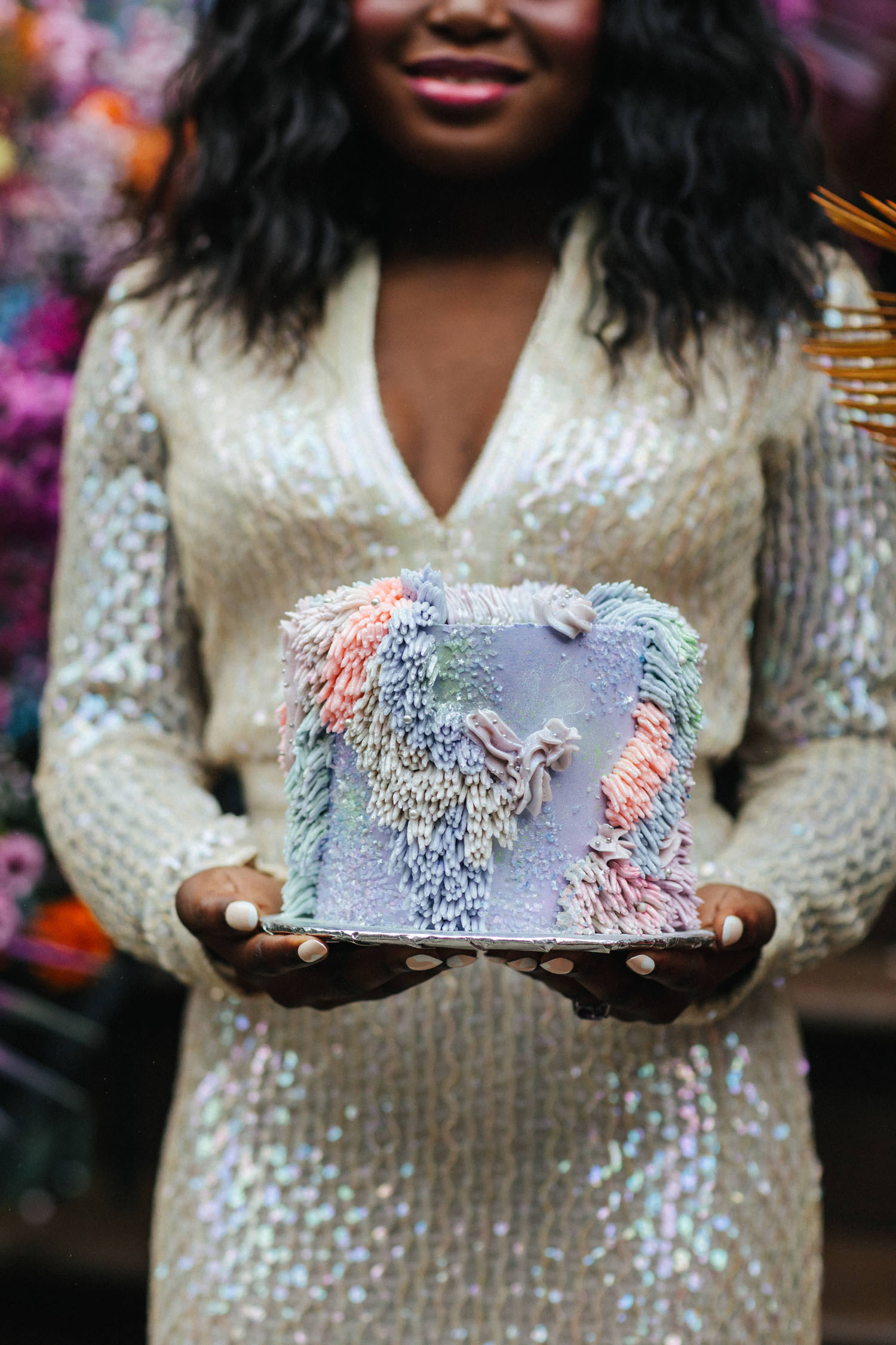 """Gâteau de mariage Pastel Shag One-Tier """"width ="""" 1500 """"height ="""" 2250 """"data-pin-description ="""" Un mariage voûté à Brooklyn lumineux et coloré avec une installation florale rampe inspirée d'une robe irisée vintage! Découvrez toute l'inspiration de la fugue avec des détails amusants et réalisables sur le mariage à domicile sur les chaussures de mariage vertes. """"Data-pin-title ="""" Gâteau de mariage pastel Shag One-Tier """"srcset ="""" https://greenweddingshoes.com/wp-content/ uploads / 2021/01/21-Colorful-Brooklyn-Stoop-Elopement.jpg 1500w, https://i0.wp.com/greenweddingshoes.com/wp-content/uploads/2021/01/21-Colorful-Brooklyn-Stoop -Elopement.jpg? Resize = 200,300 200w, https://i0.wp.com/greenweddingshoes.com/wp-content/uploads/2021/01/21-Colorful-Brooklyn-Stoop-Elopement.jpg?resize=683, 1024 683w, https://i0.wp.com/greenweddingshoes.com/wp-content/uploads/2021/01/21-Colorful-Brooklyn-Stoop-Elopement.jpg?resize=768,1152 768w, https: // i0.wp.com/greenweddingshoes.com/wp-content/uploads/2021/01/21-Colorful-Brooklyn-Stoop-Elopement.jpg?resize=700,1050 700w, https://i0.wp.com/greenweddingshoes .com / wp-content / uploads / 2021/01/21-Colorful-Brooklyn-Stoop-Elopement.jpg? resize = 337 506 337w, https://i0.wp.com/greenweddingshoes.com/wp-content/uploads/ 2021/01/21-coloré-Br ooklyn-Stoop-Elopement.jpg? resize = 800,1200 800w, https://i0.wp.com/greenweddingshoes.com/wp-content/uploads/2021/01/21-Colorful-Brooklyn-Stoop-Elopement.jpg ? resize = 400,600 400w, https://i0.wp.com/greenweddingshoes.com/wp-content/uploads/2021/01/21-Colorful-Brooklyn-Stoop-Elopement.jpg?resize=1024,1536 1024w, https : //i0.wp.com/greenweddingshoes.com/wp-content/uploads/2021/01/21-Colorful-Brooklyn-Stoop-Elopement.jpg? resize = 1365,2048 1365w, https: //i0.wp. com / greenweddingshoes.com / wp-content / uploads / 2021/01/21-Colorful-Brooklyn-Stoop-Elopement.jpg? resize = 150,225 150w, https://i0.wp.com/greenweddingshoes.com/wp-content /uploads/2021/01/21-Colorful-Brooklyn-Stoop-Elopement.jpg?resize=300,"""