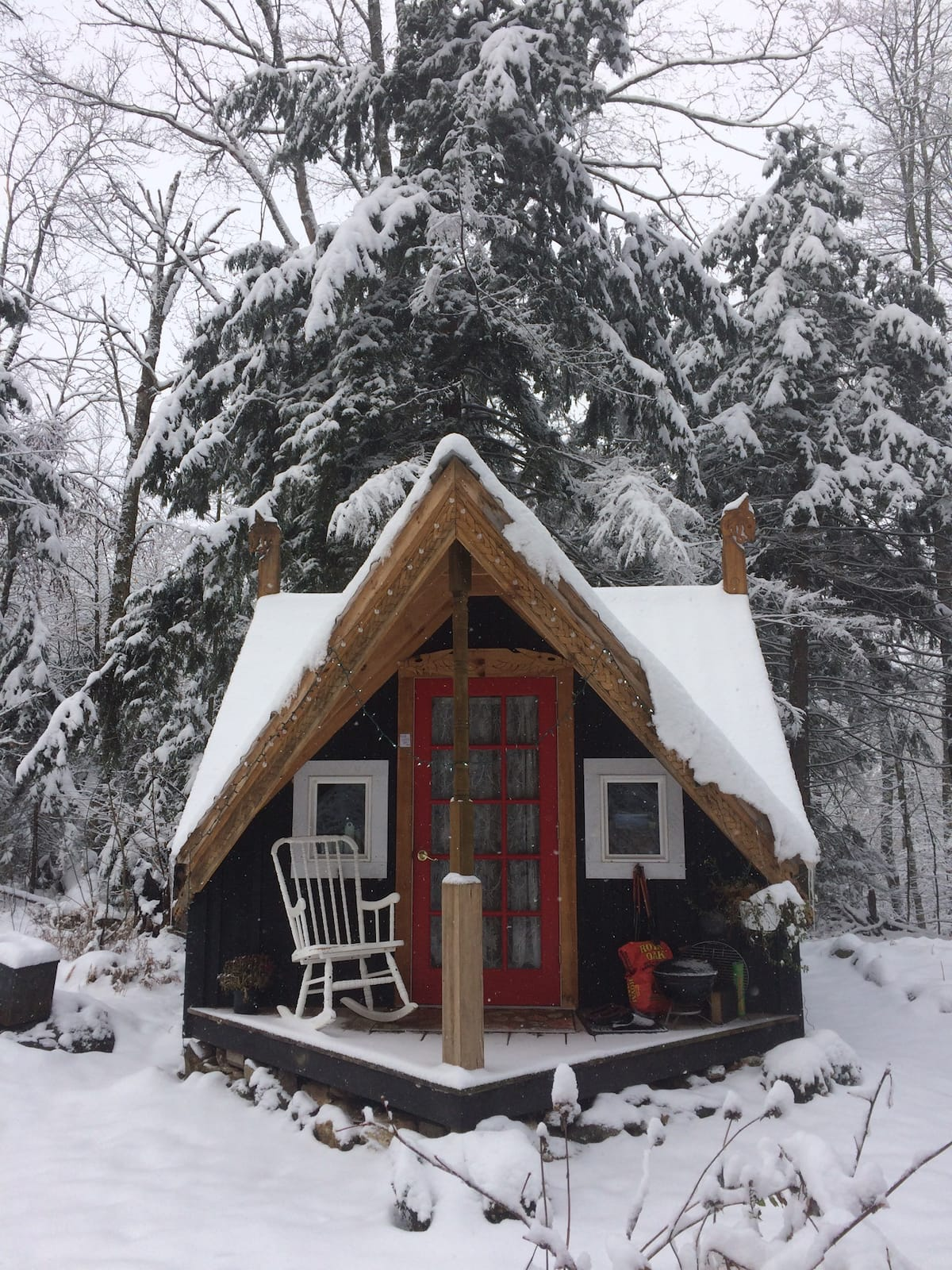 Keep Calm + Cozy On With These Cool Winter Airbnb Rentals