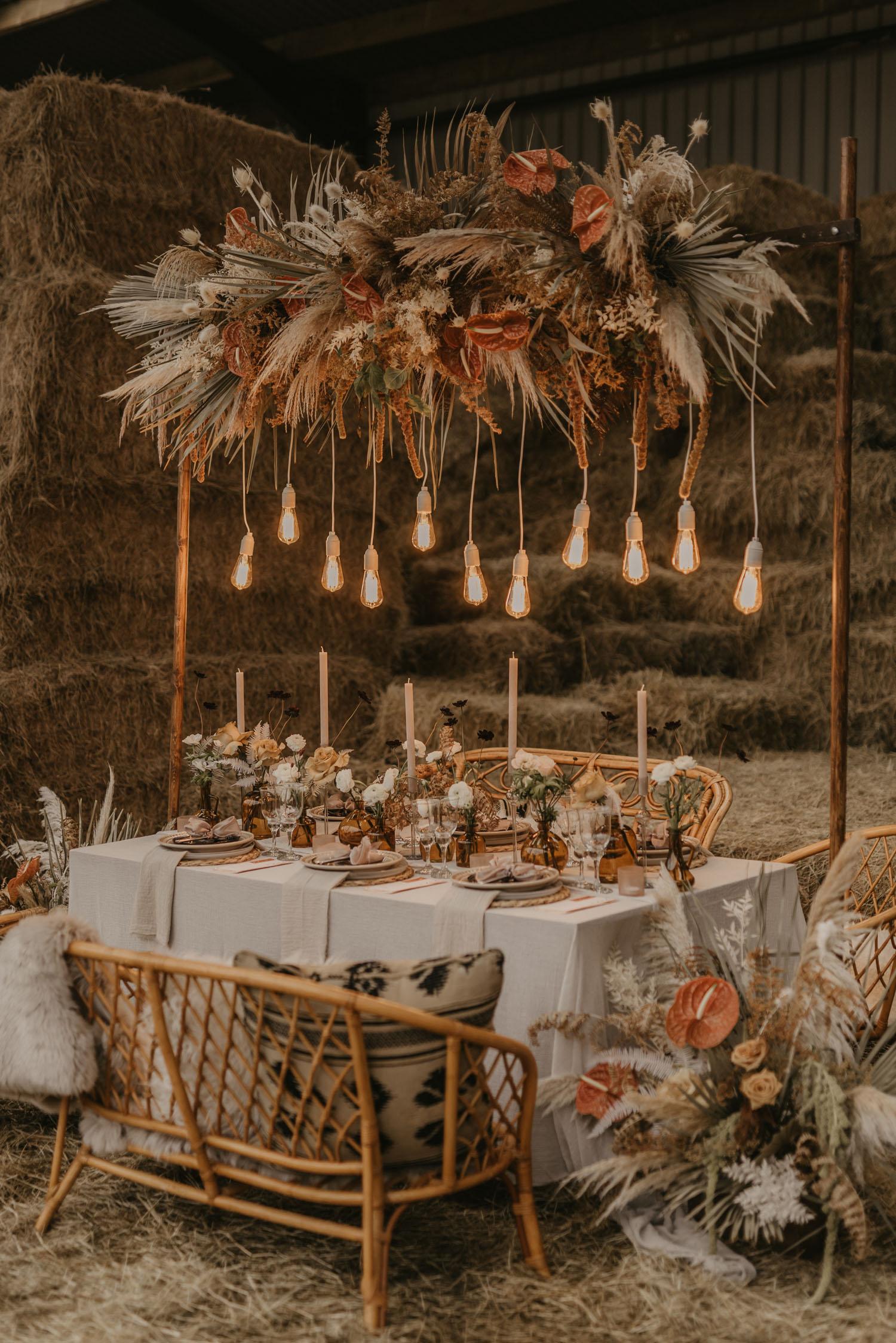 Light bulb table landscape decor