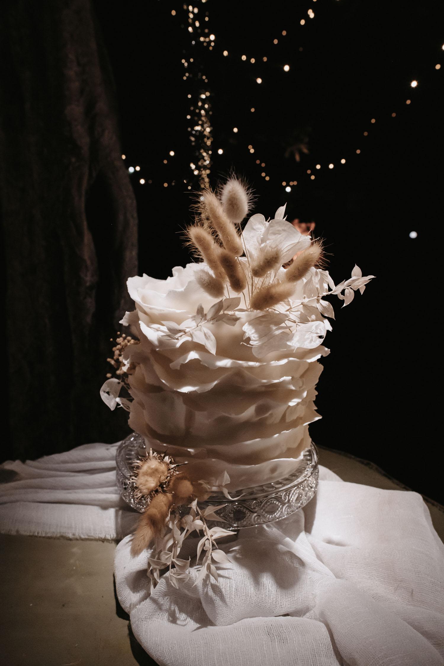 Bijela Ruched svadbena torta