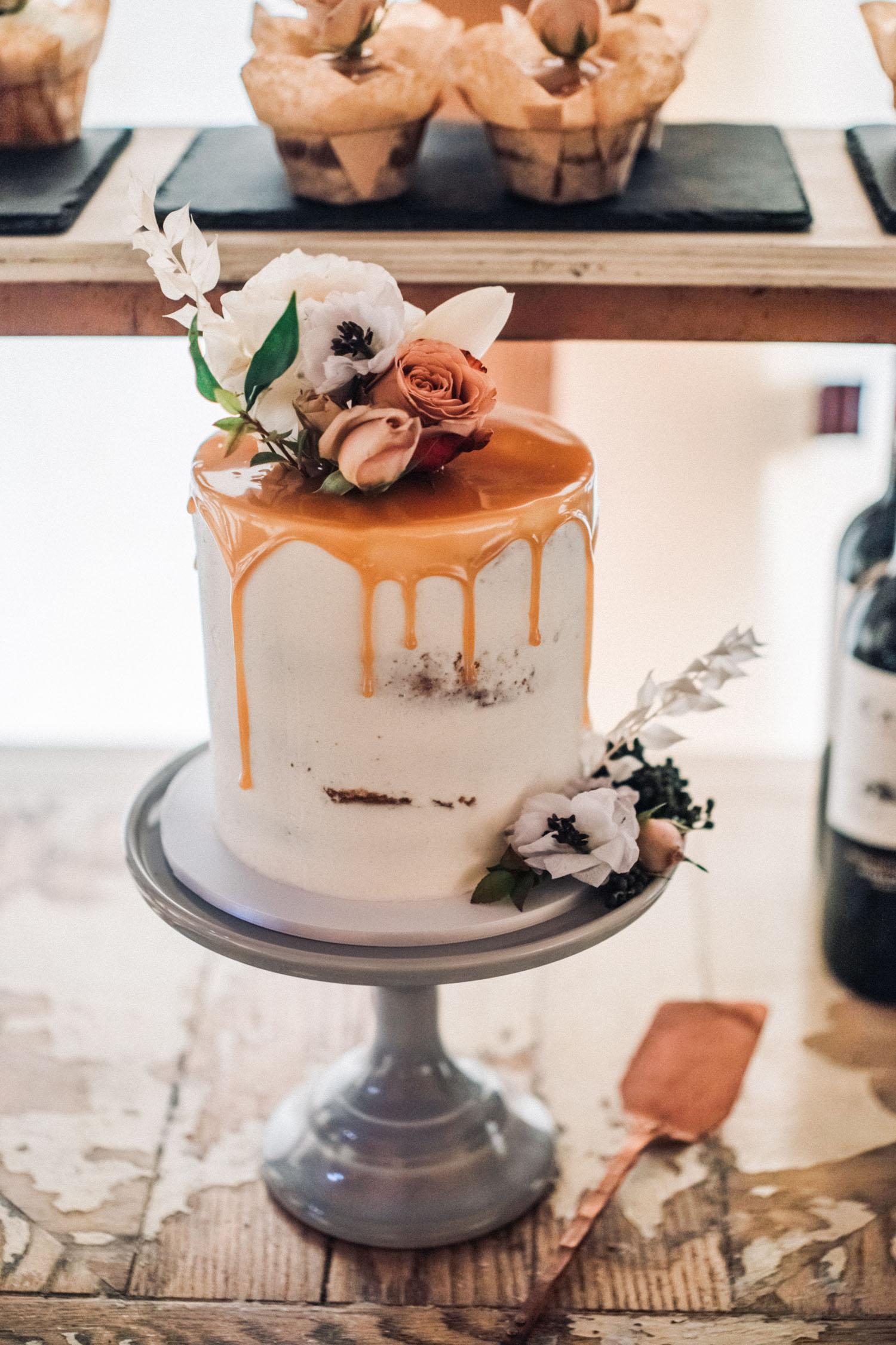 kapnite vjenčanu tortu