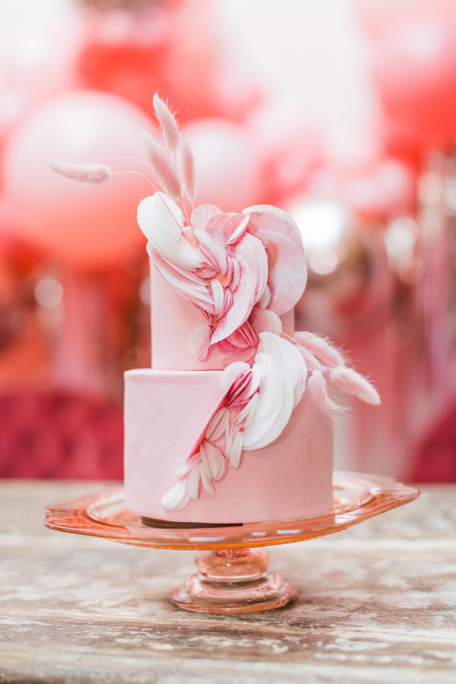 ružičasta svadbena torta