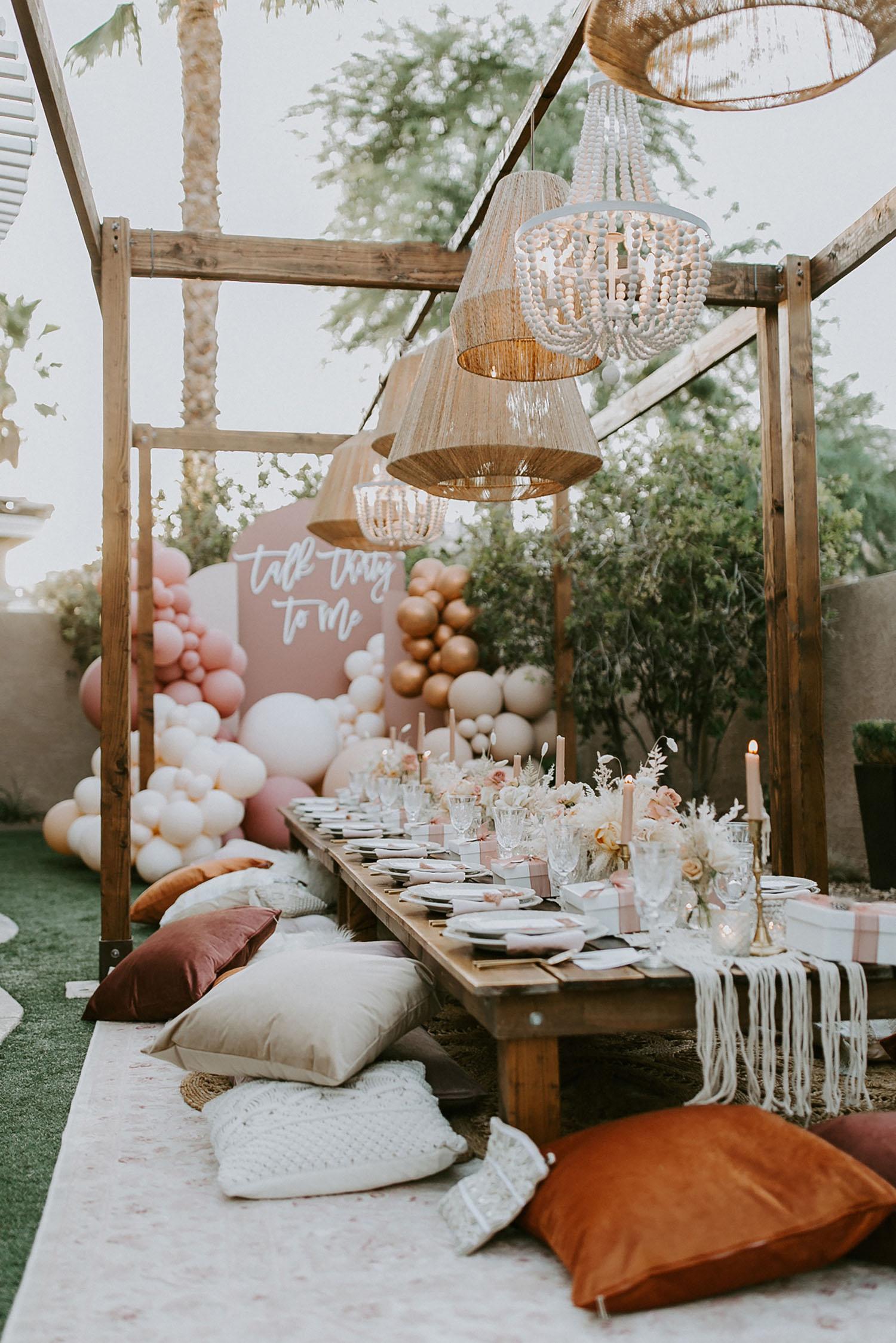Intimna zabava povodom 30. rođendana u dvorištu