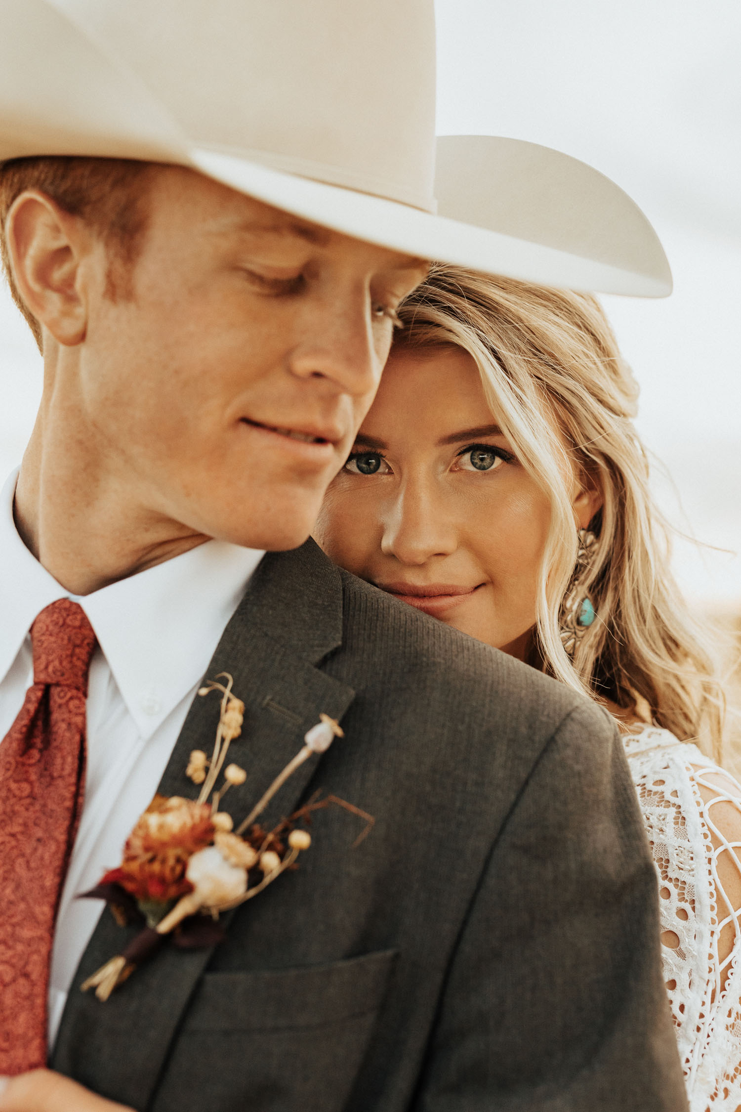 groom with cowboy hat and boho bride