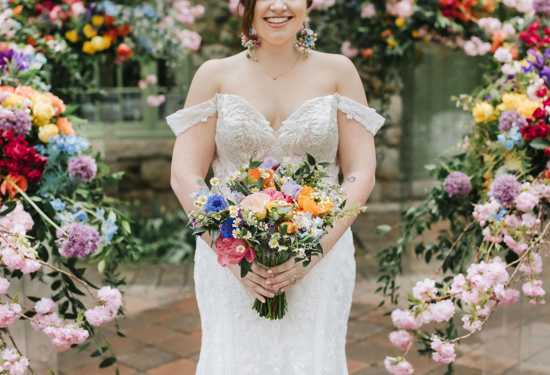 bright-wedding-color-ideas-bouquet