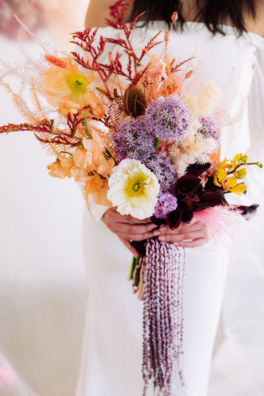 modern-wedding-day-looks-bouquet