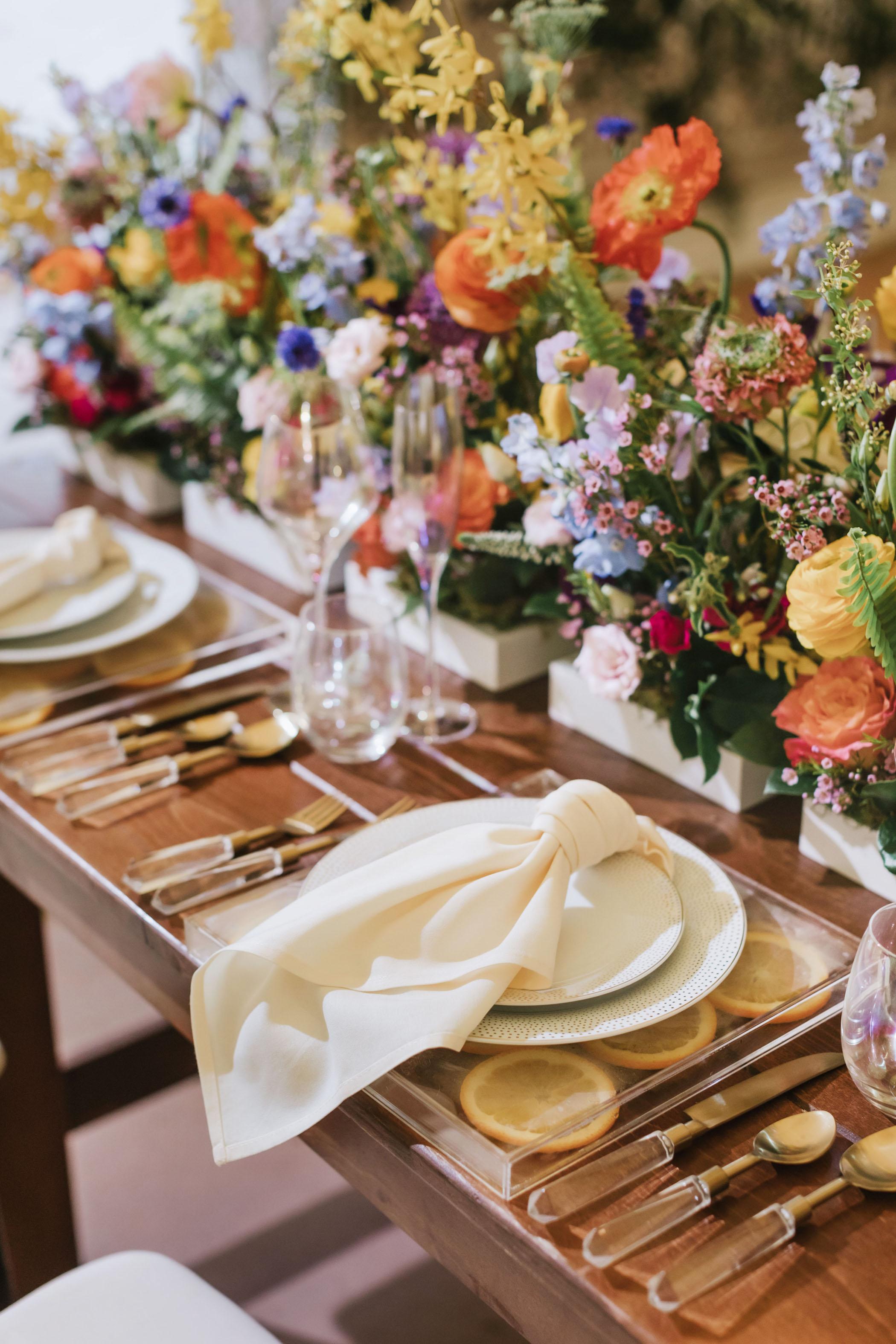 bright-wedding-color-ideas-reception