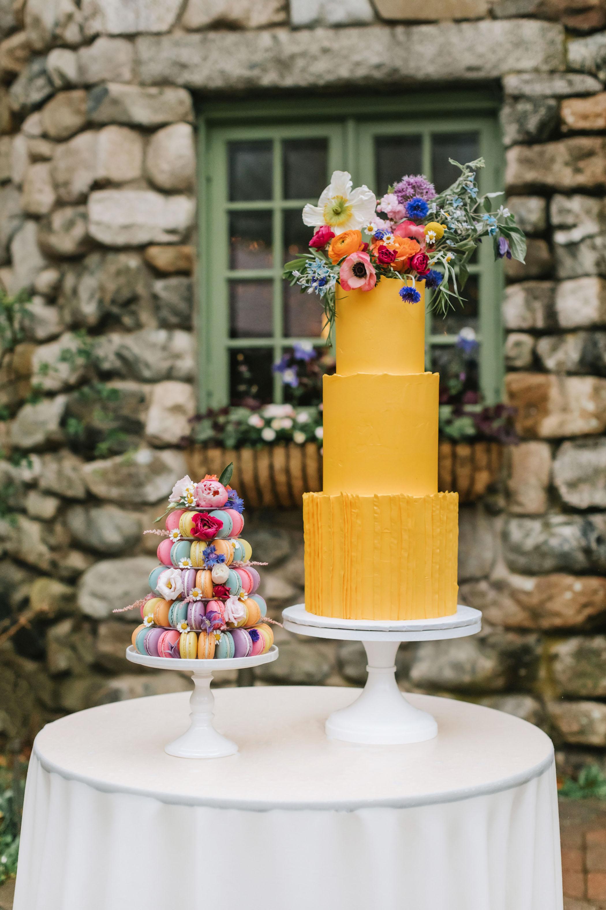 bright-wedding-color-ideas-cake
