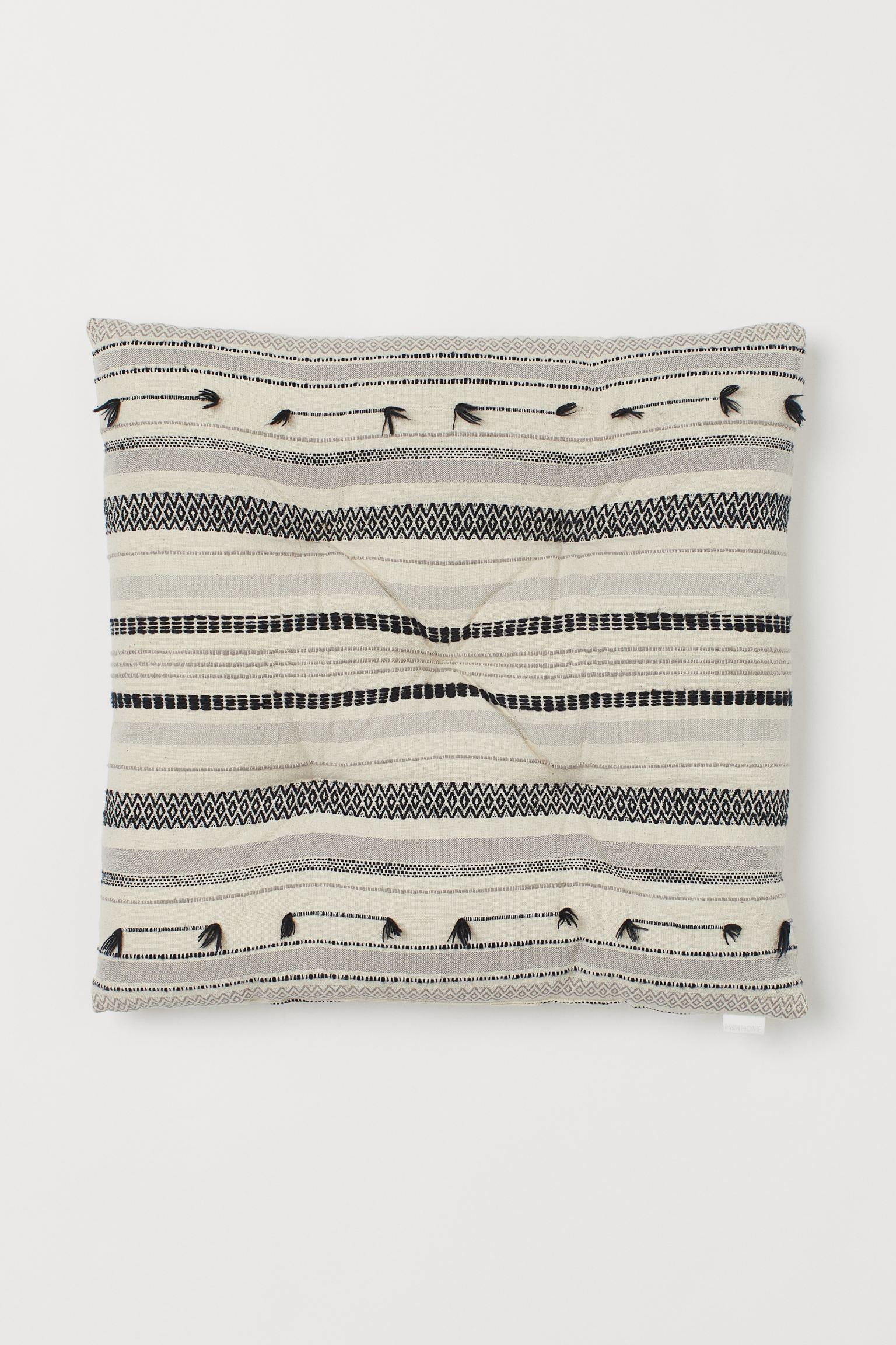 woven seat cushion