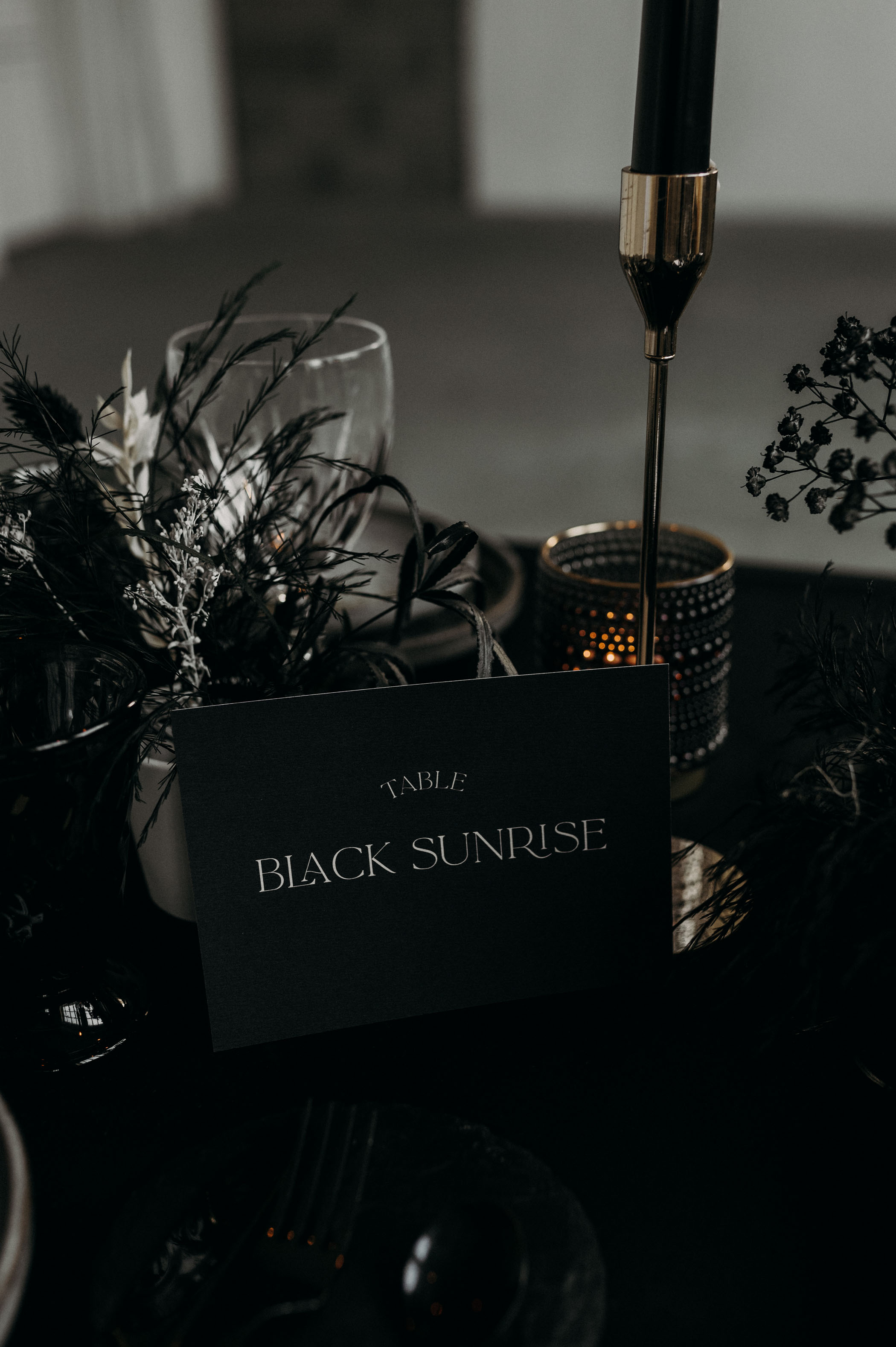 black-wedding-decor-ideas