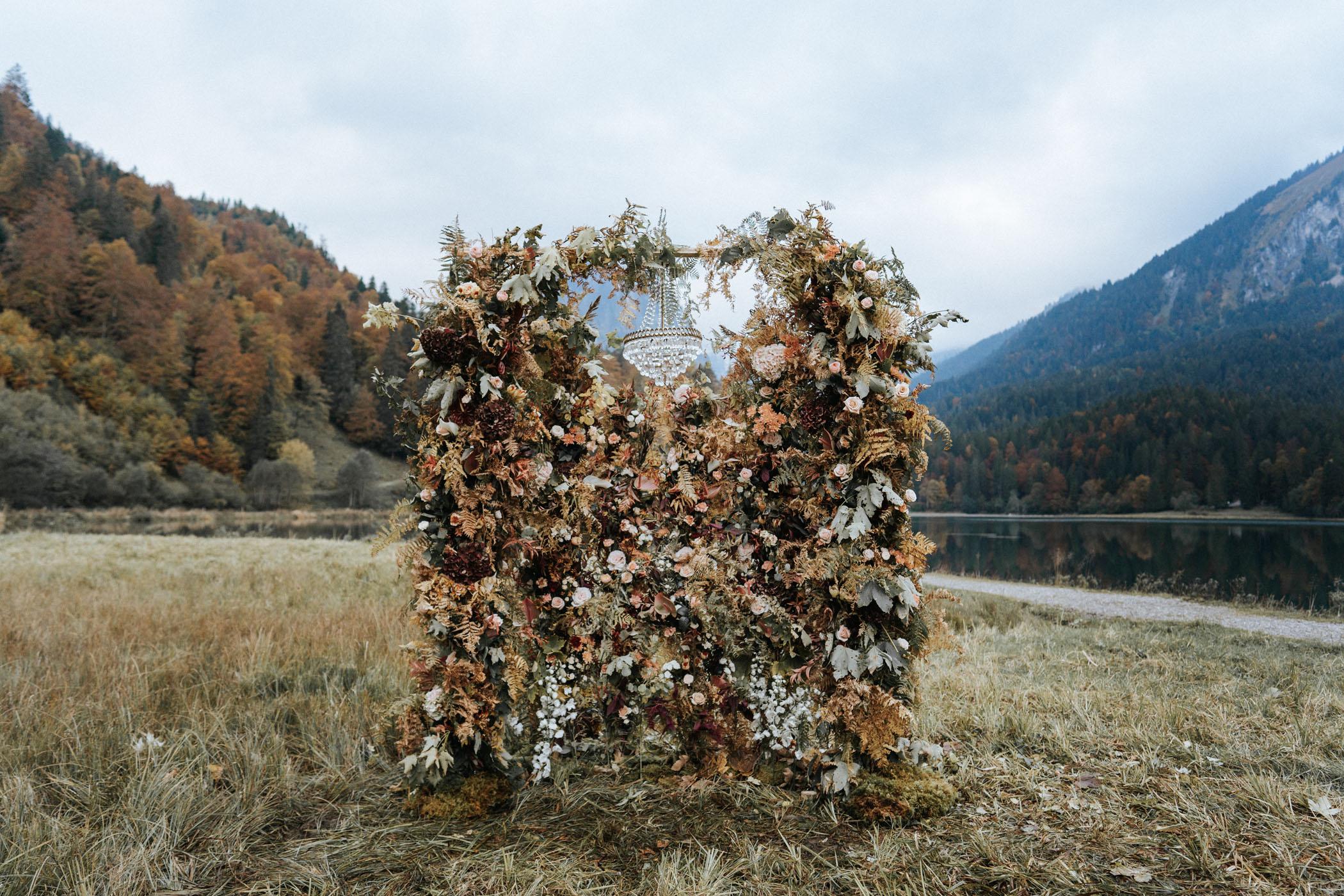 switzerland-wedding-inspo-flower-decor