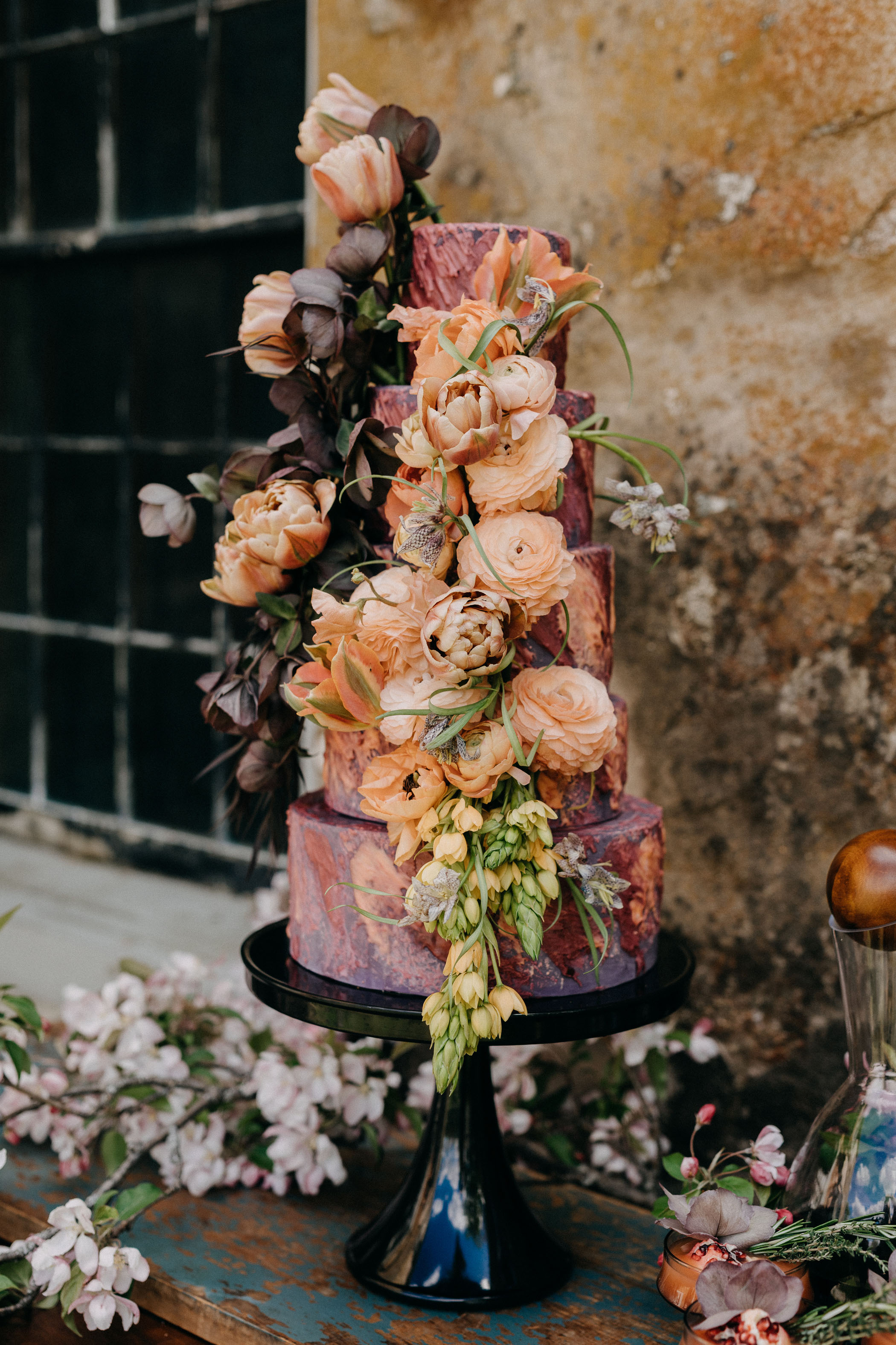 floral-covered-wedding-cake