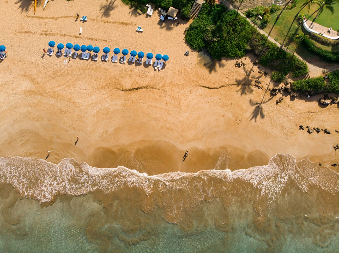 aerial photo of the beaches in Maui for US honeymoons
