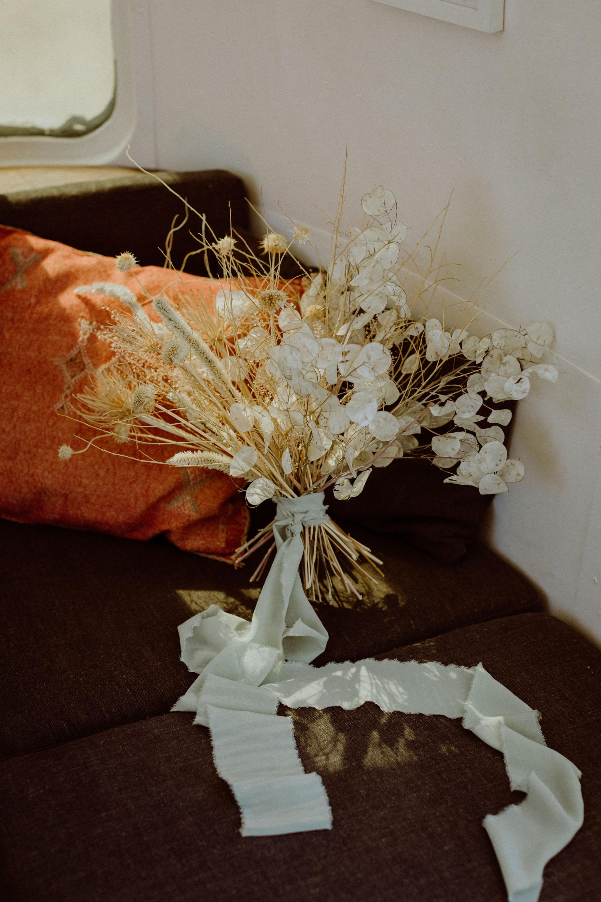 Lunaria Minimal Desert Bouquet