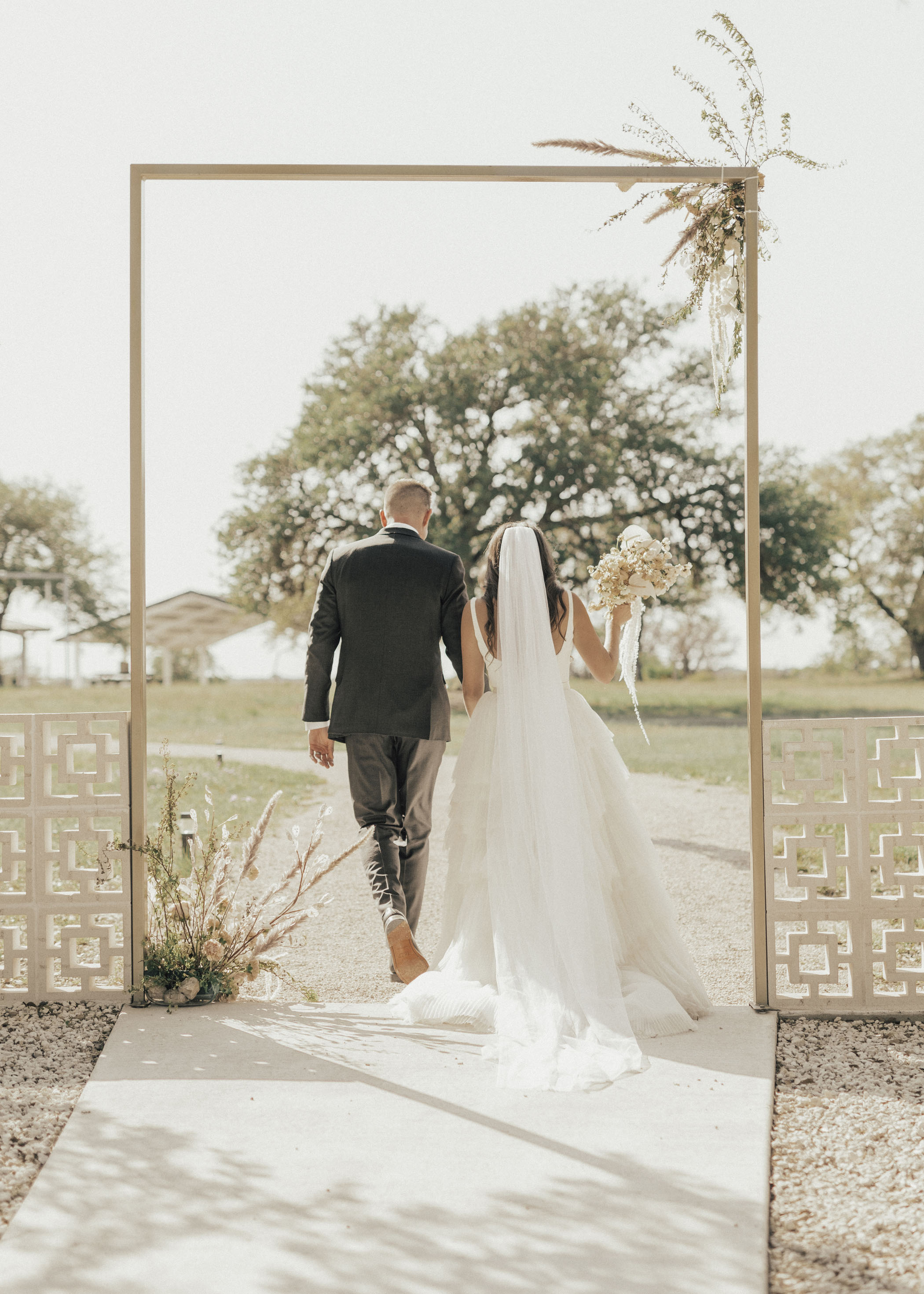 Texas Barn Wedding with Neutrals