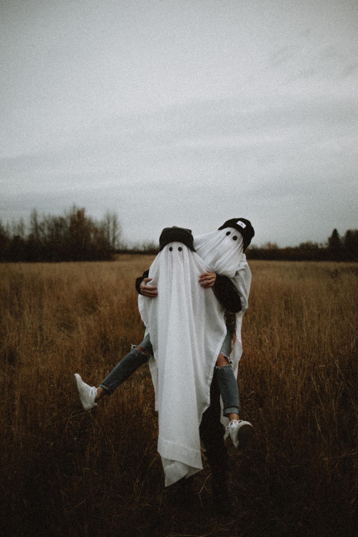 Halloween couple costume ideas sheet ghosts