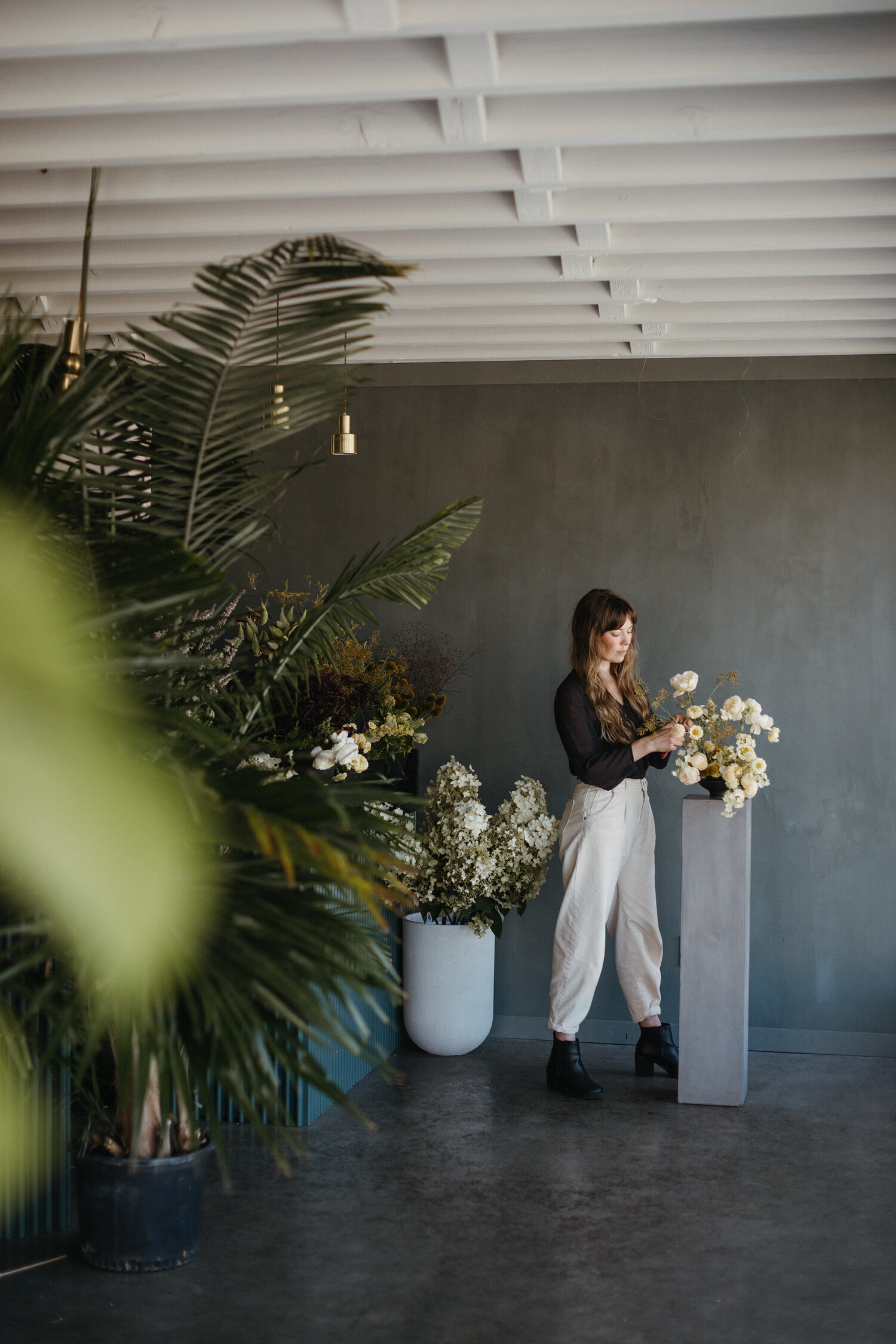 how to become a florist by flowering minds alyssa in the studio