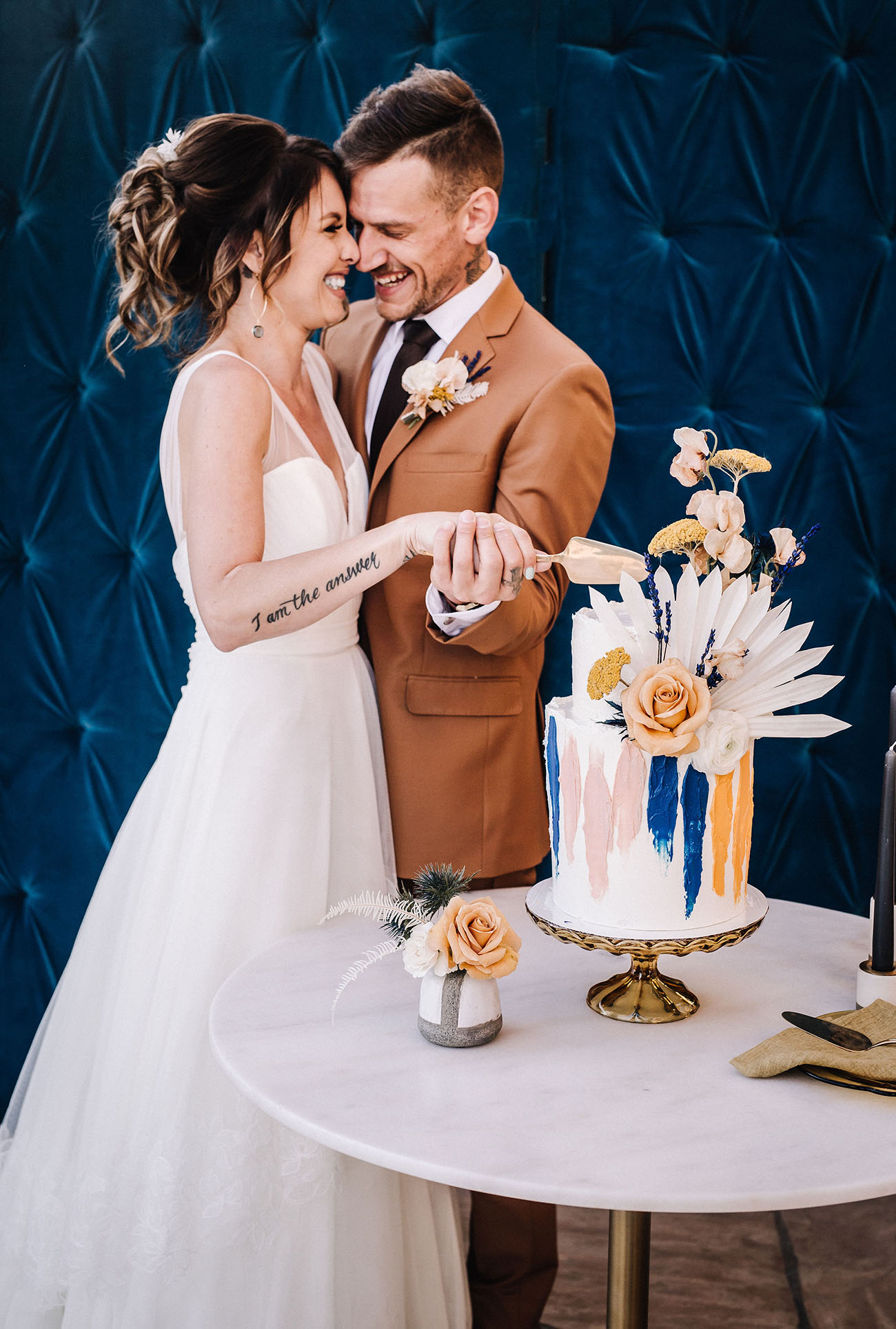 cut the cake songs for your wedding with couple and cake