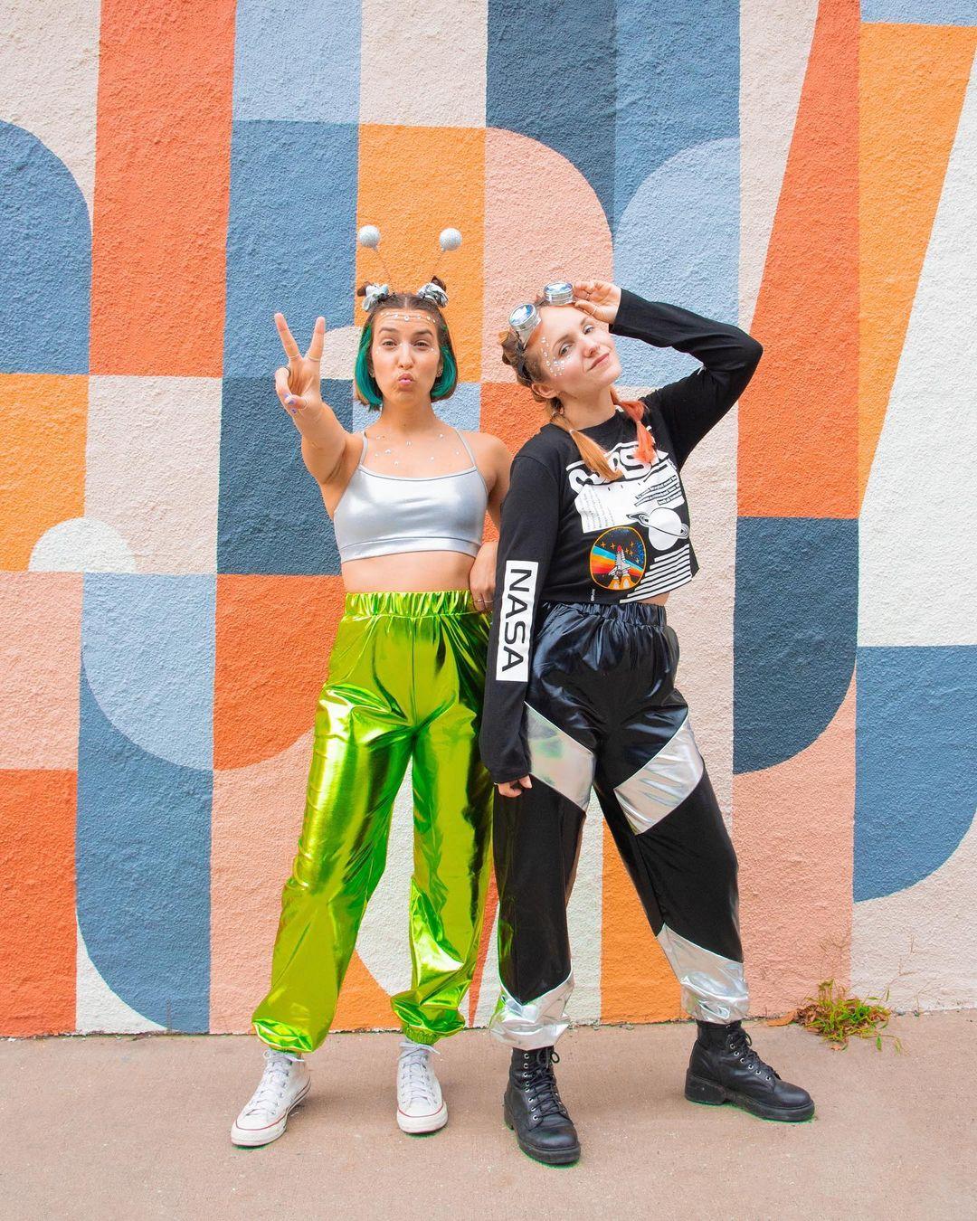 cute couple costume ideas aliens