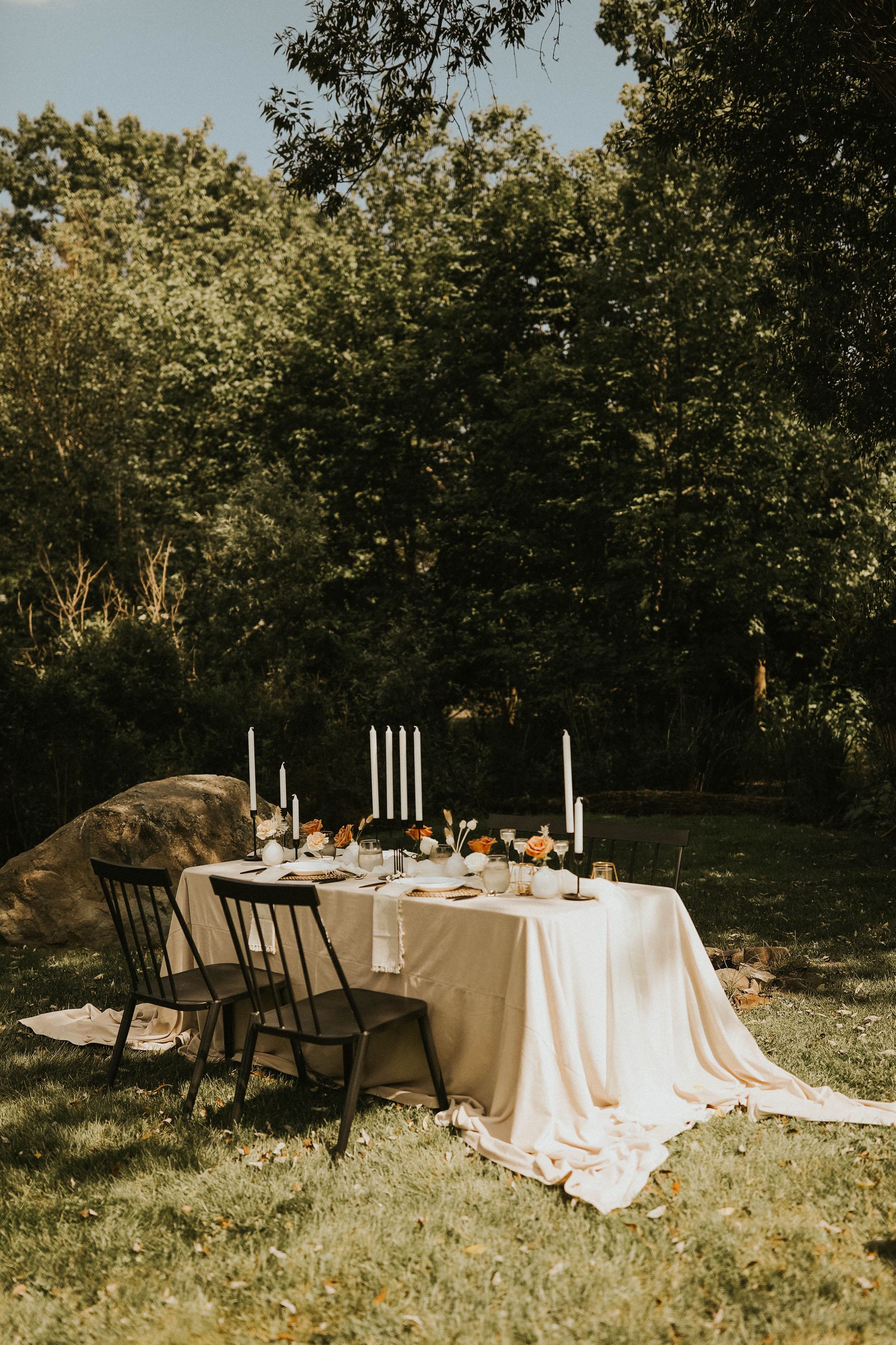 Black and white themed reception table